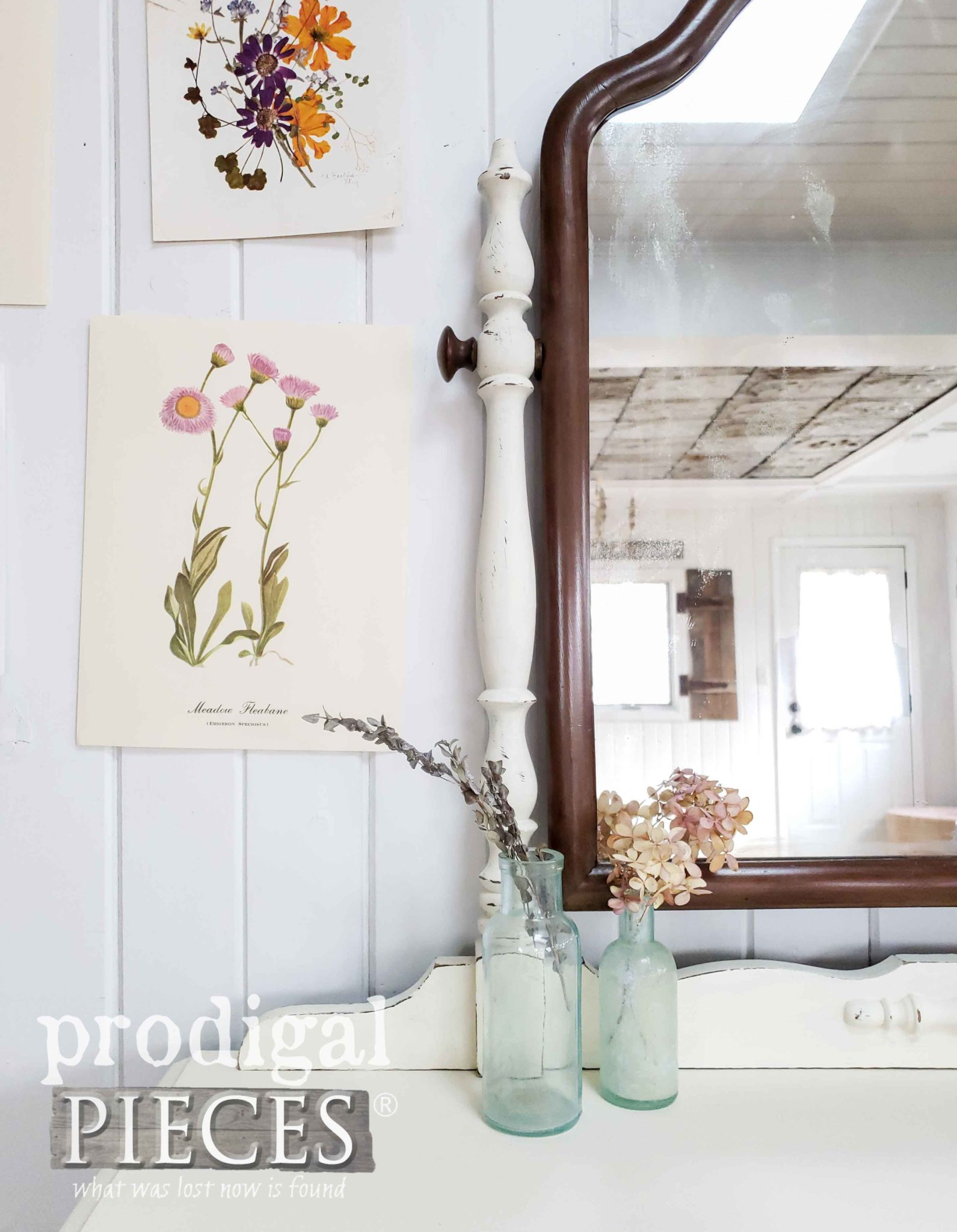 Vintage Botanical Vignette for Farmhouse Decor by Prodigal Pieces | prodigalpieces.com #prodigalpieces #vintage #diy #home #homedecor #homedecorideas #farmhouse