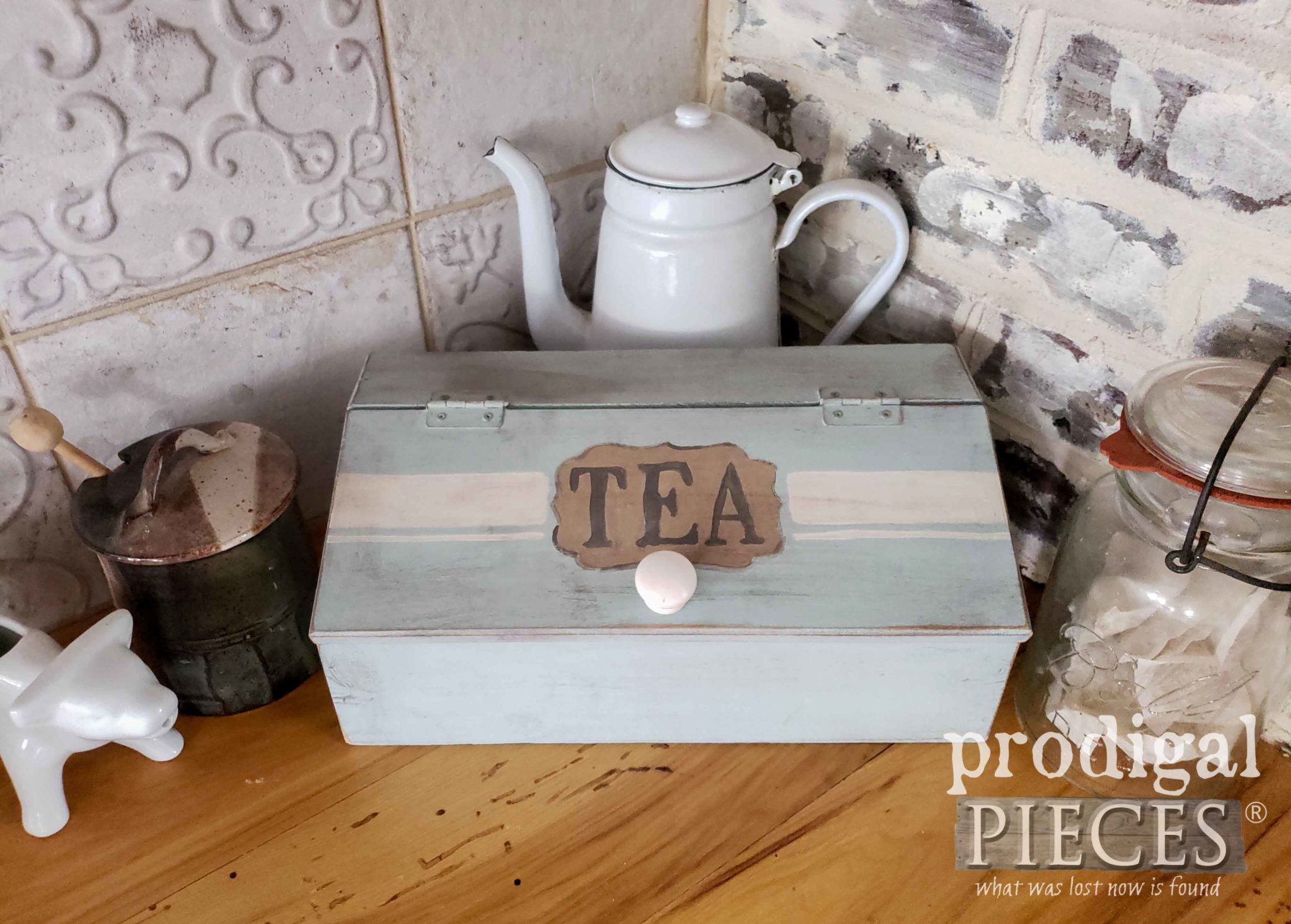 Handmade Vintage Tea Box for Farmhouse Cottage Style Kitchen Storage by Larissa of Prodigal Pieces | prodigalpieces.com #prodigalpieces #handmade #farmhouse #shopping #diy #vintage #home #homedecor #homedecorideas
