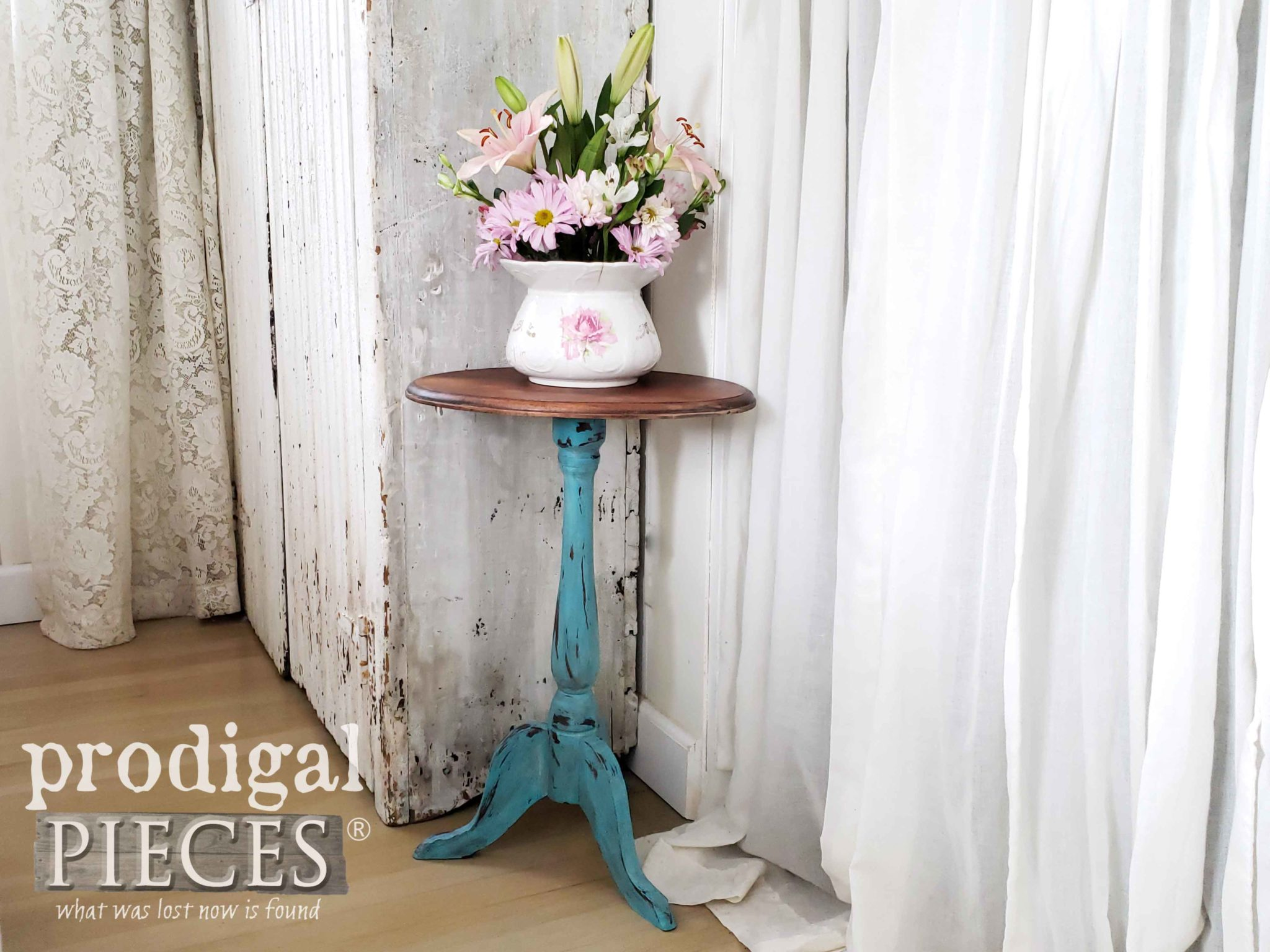 Color pop fun with this vintage accent table done in aqua blue. Farmhouse Style DIY steps at Prodigal Pieces | prodigalpieces.com #prodigalpieces #diy #home #farmhouse #furniture #homedecor #videos #homedecorideas