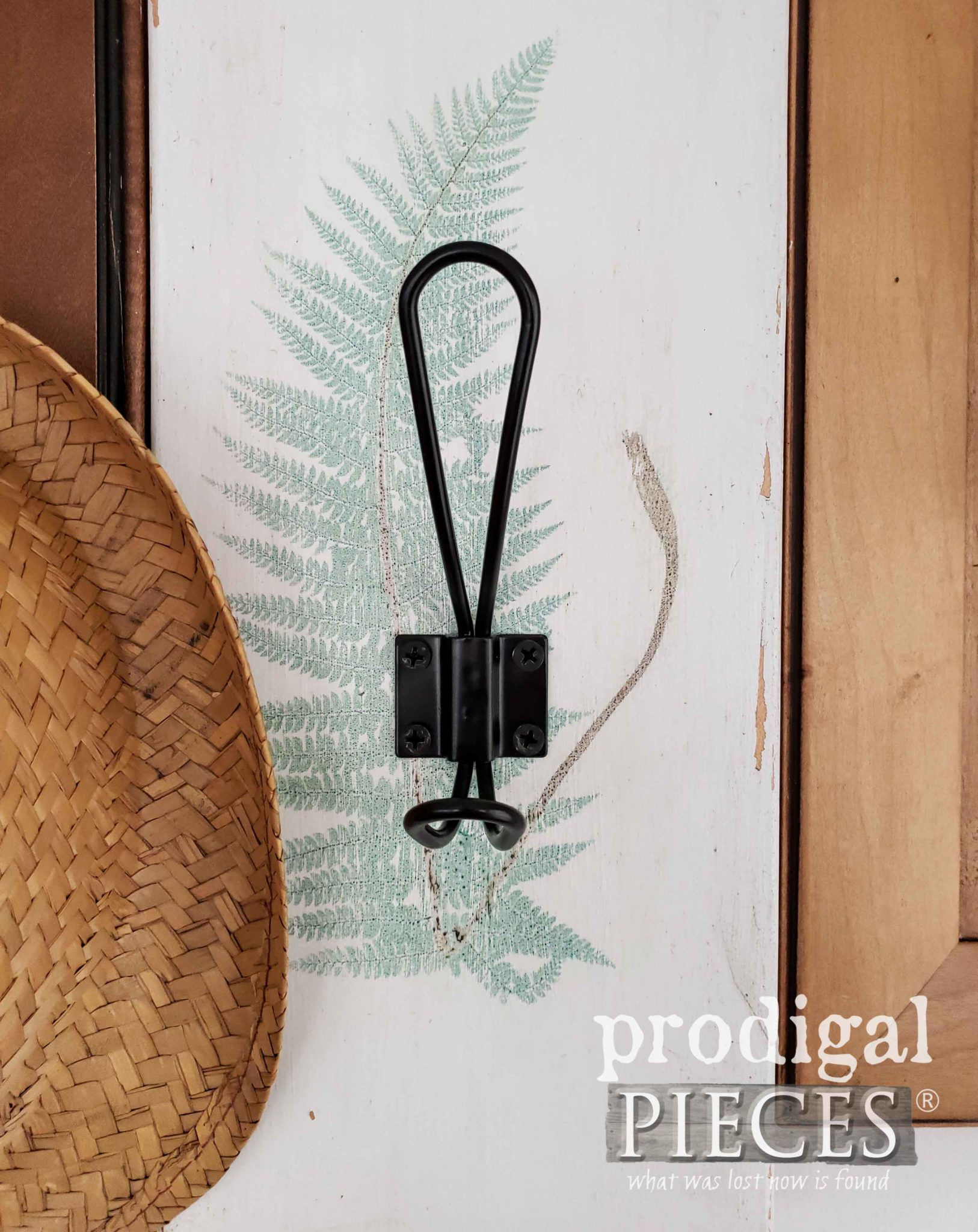 Botanical Fern Art on Modern Chic Coat Rack by Prodigal Pieces | prodigalpieces.com #prodigalpieces #diy #handmade #home #farmhouse #homedecor #homedecorideas