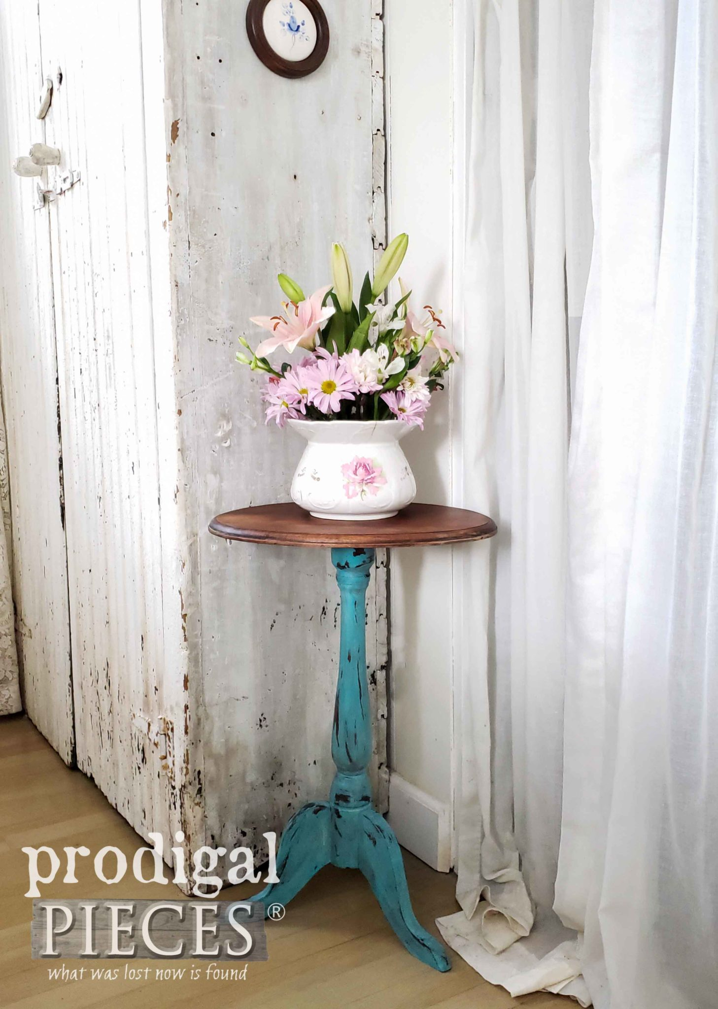 Chippy Aqua Blue Vintage Accent Table for Farmhouse Cottage Style Decor | DIY video by Larissa of Prodigal Pieces at prodigalpieces.com #prodigalpieces #furniture #home #diy #homedecor #farmhouse #homedecorideas