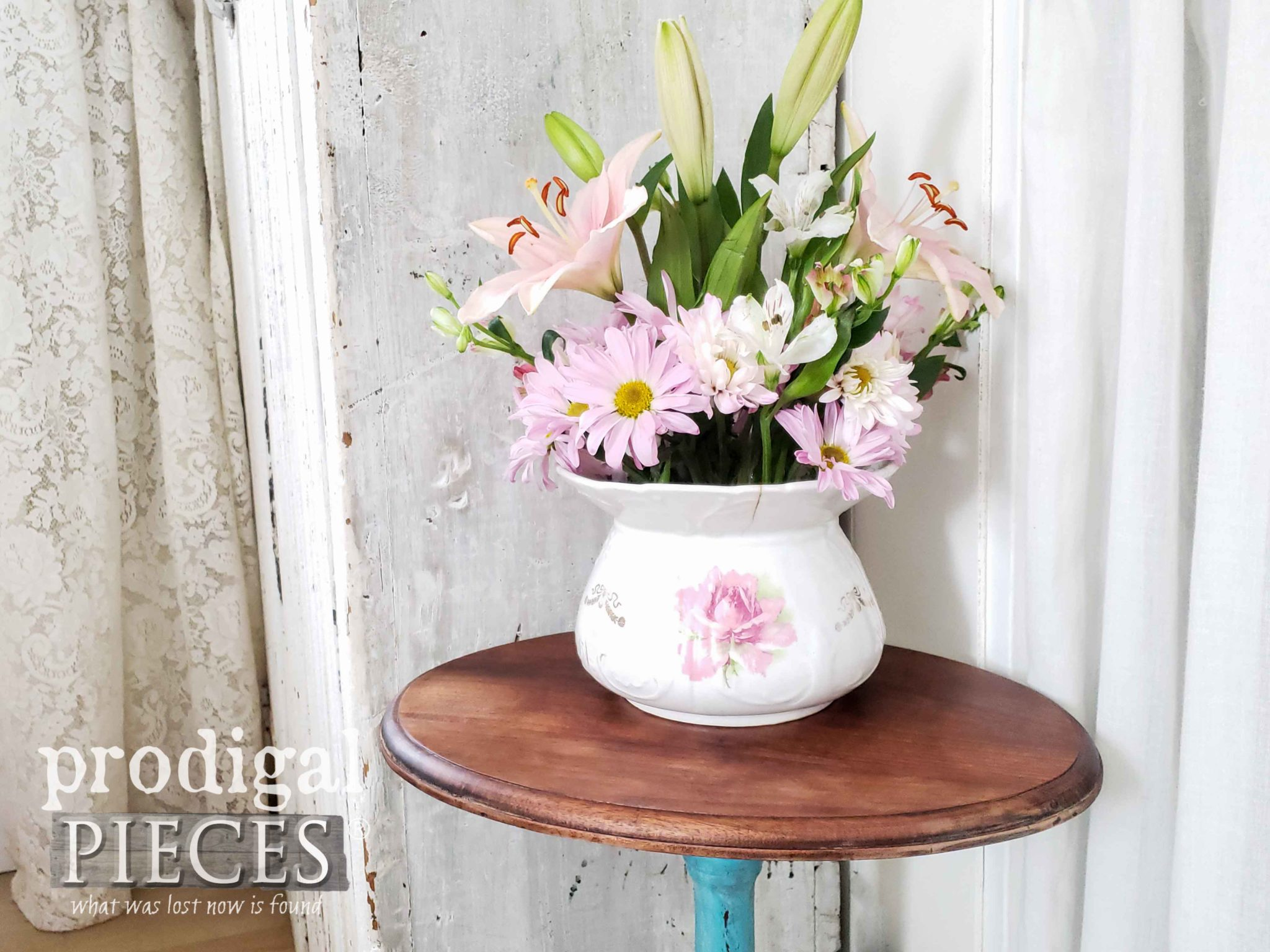 Fresh Flower Bouquet for Farmhouse Decor by Larissa of Prodigal Pieces | prodigalpieces.com #prodigalpieces #flowers #home #farmhouse #homedecor #diy #homedecorideas
