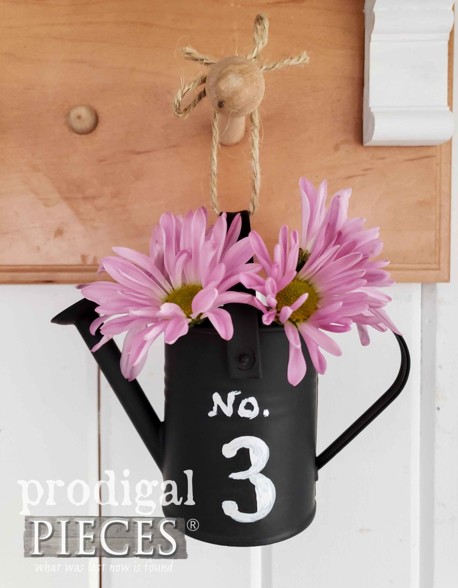 Miniature Watering Can with Pink Daisies by Larissa of Prodigal Pieces | prodigalpieces.com #prodigalpieces #diy #farmhouse #home #garden