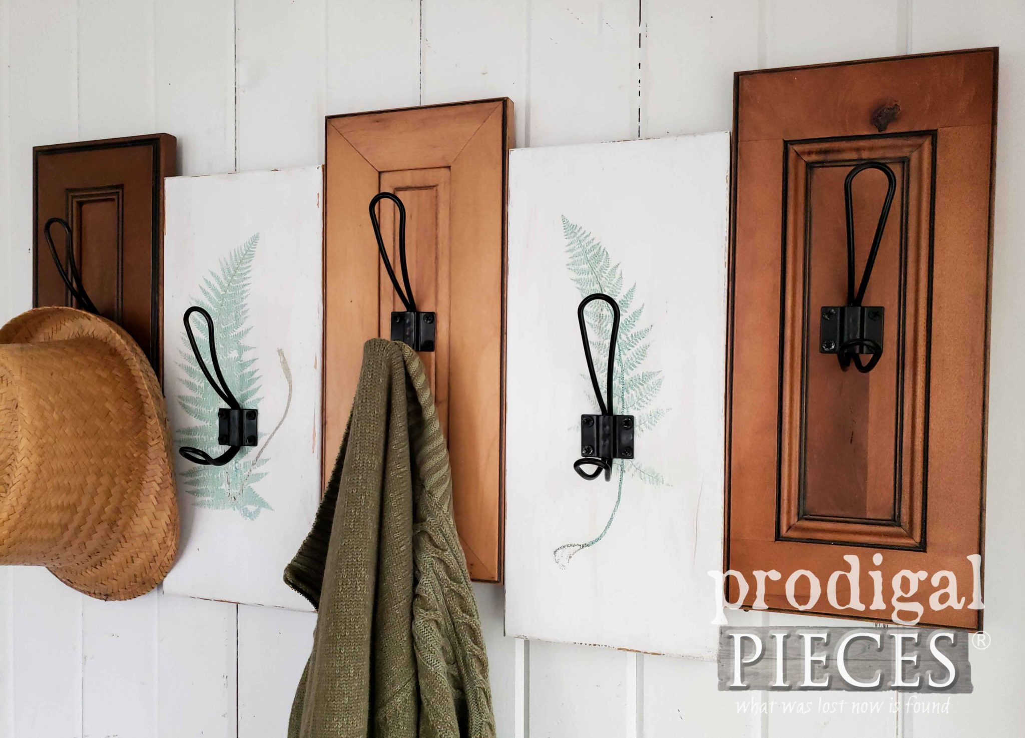 Modern Chic Coat or Towel Rack by Larissa of Prodigal Pieces | prodigalpieces.com #prodigalpieces #farmhouse #home #diy #handmade #homedecor #shopping