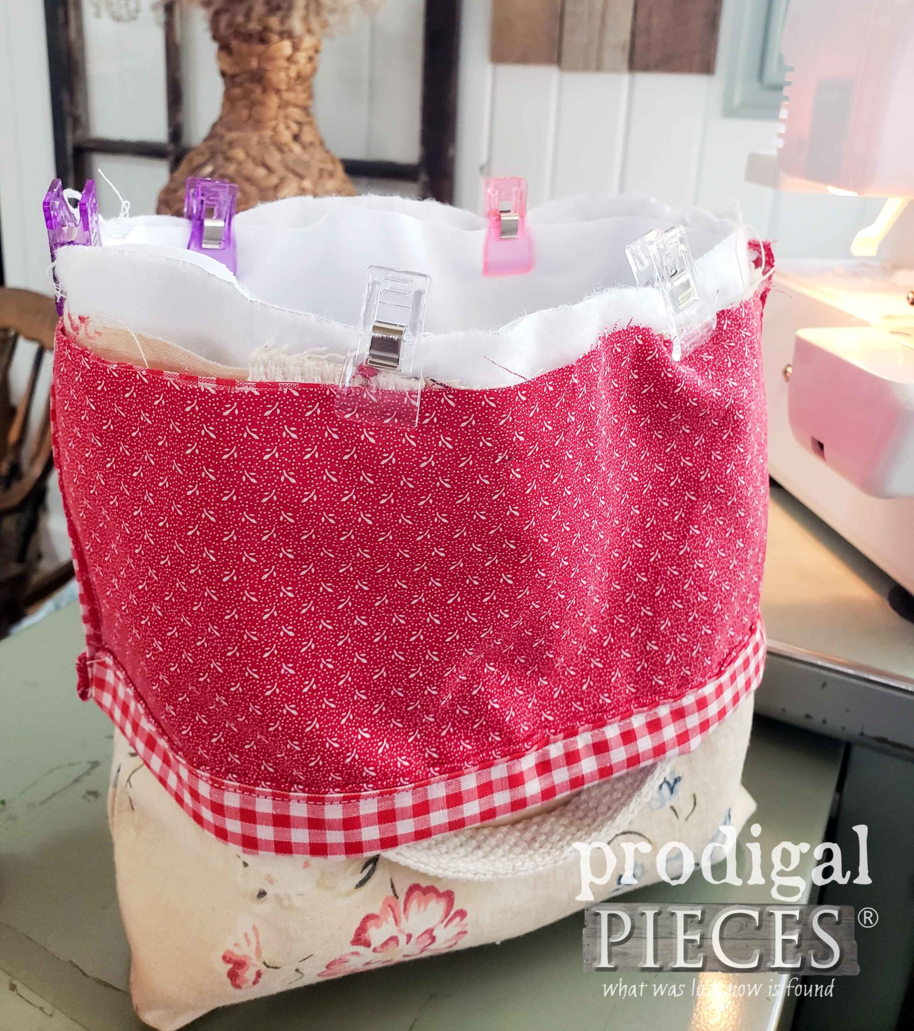 Assembling DIY insulated Lunch Bag by Prodigal Pieces | prodigalpieces.com