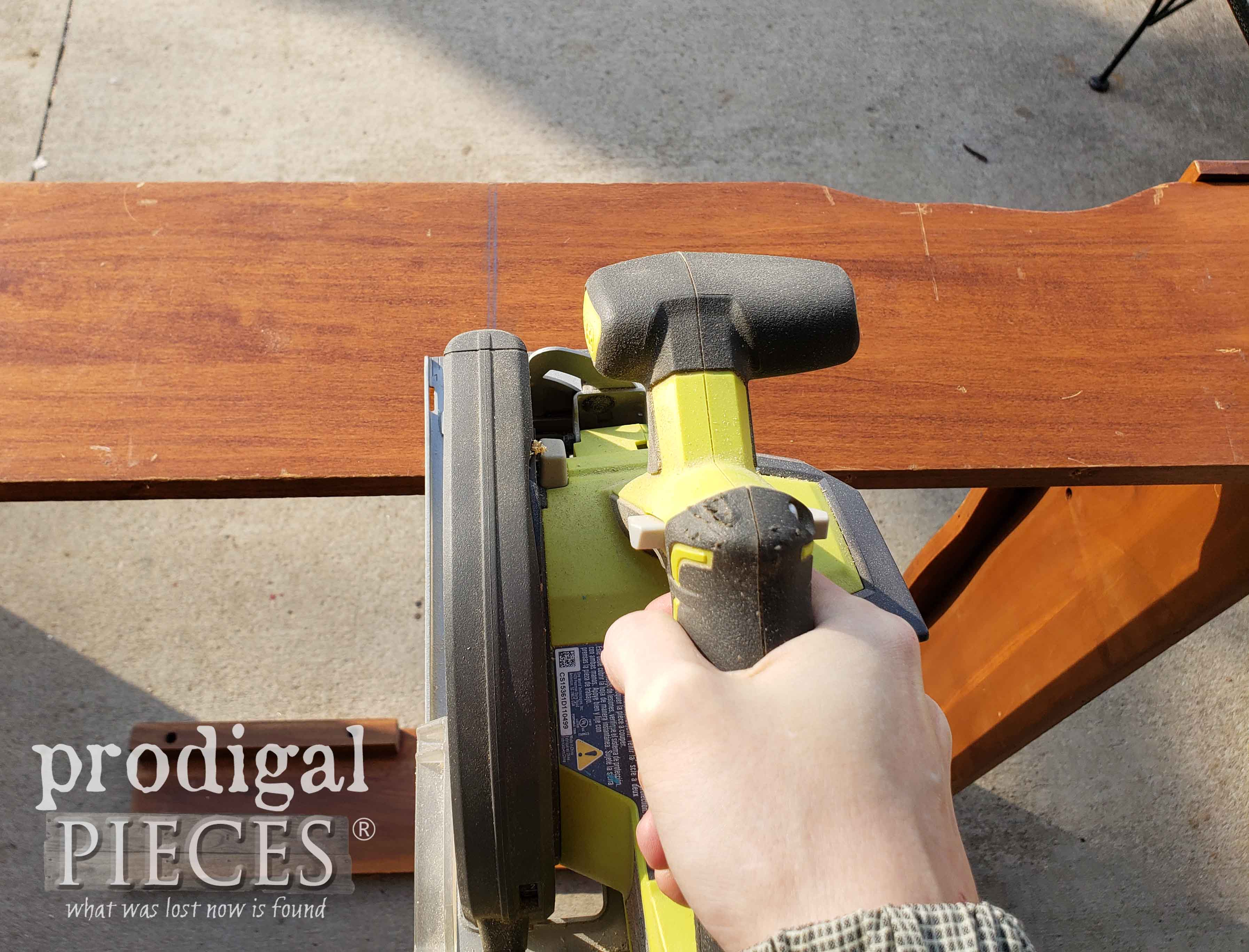 Cutting Bookcase Headboard with Ryobi Cirucular Saw | prodigalpieces.com