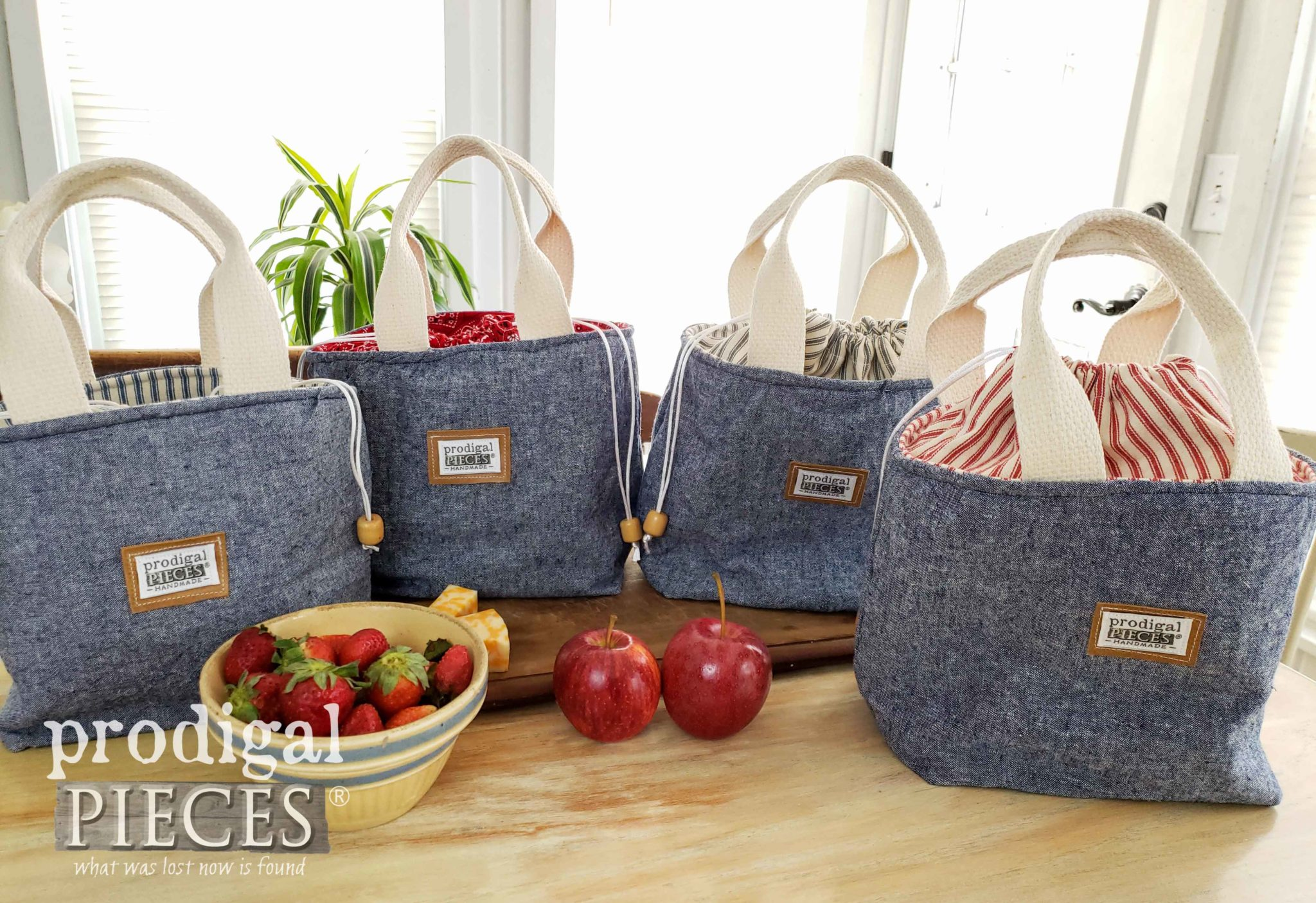 Denim Linen Insulated Lunch Bags by Larissa of Prodigal Pieces | prodigalpieces.com #prodigalpieces #sewing #handmade #diy