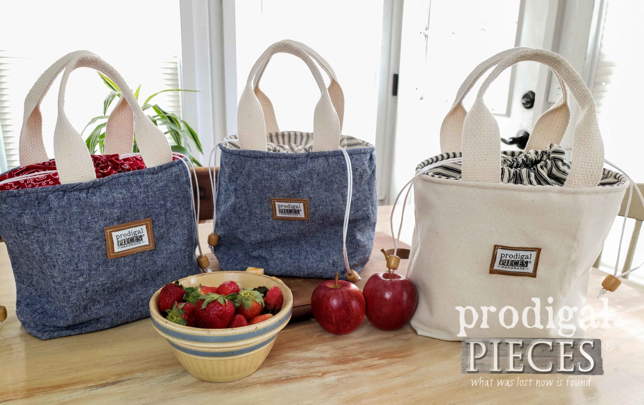 Denim Linen and Twill Lunch Bags by Larissa of Prodigal Pieces | prodigalpieces.com #prodigalpieces #handmade #home #sewing #fashion