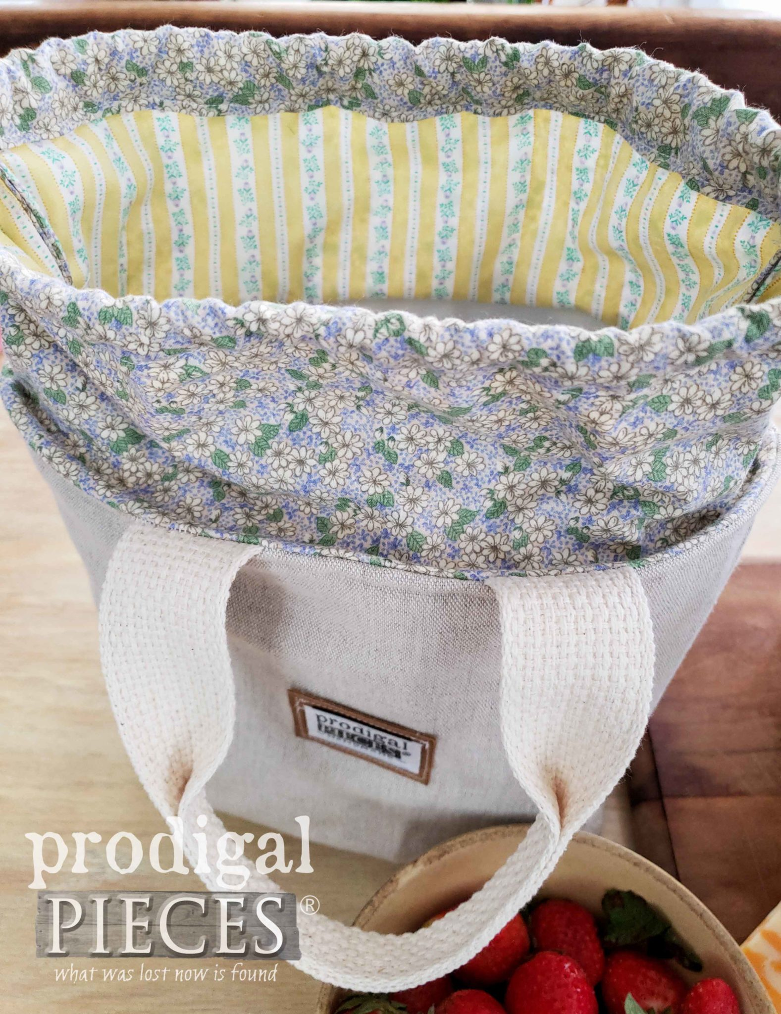 Linen Lavender Lunch Bag Interior by Prodigal Pieces | prodigalpieces.com #prodigalpieces #sewing #handmade