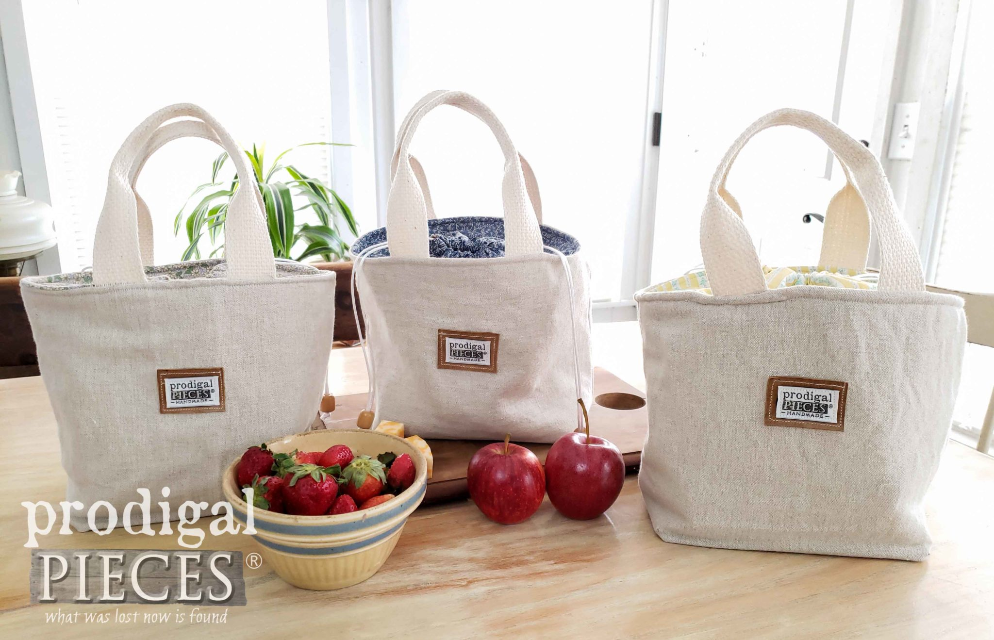 Linen Insulated Lunch Bags Handmade by Larissa of Prodigal Pieces | prodigalpieces.com #prodigalpieces #handmade #sewing #style