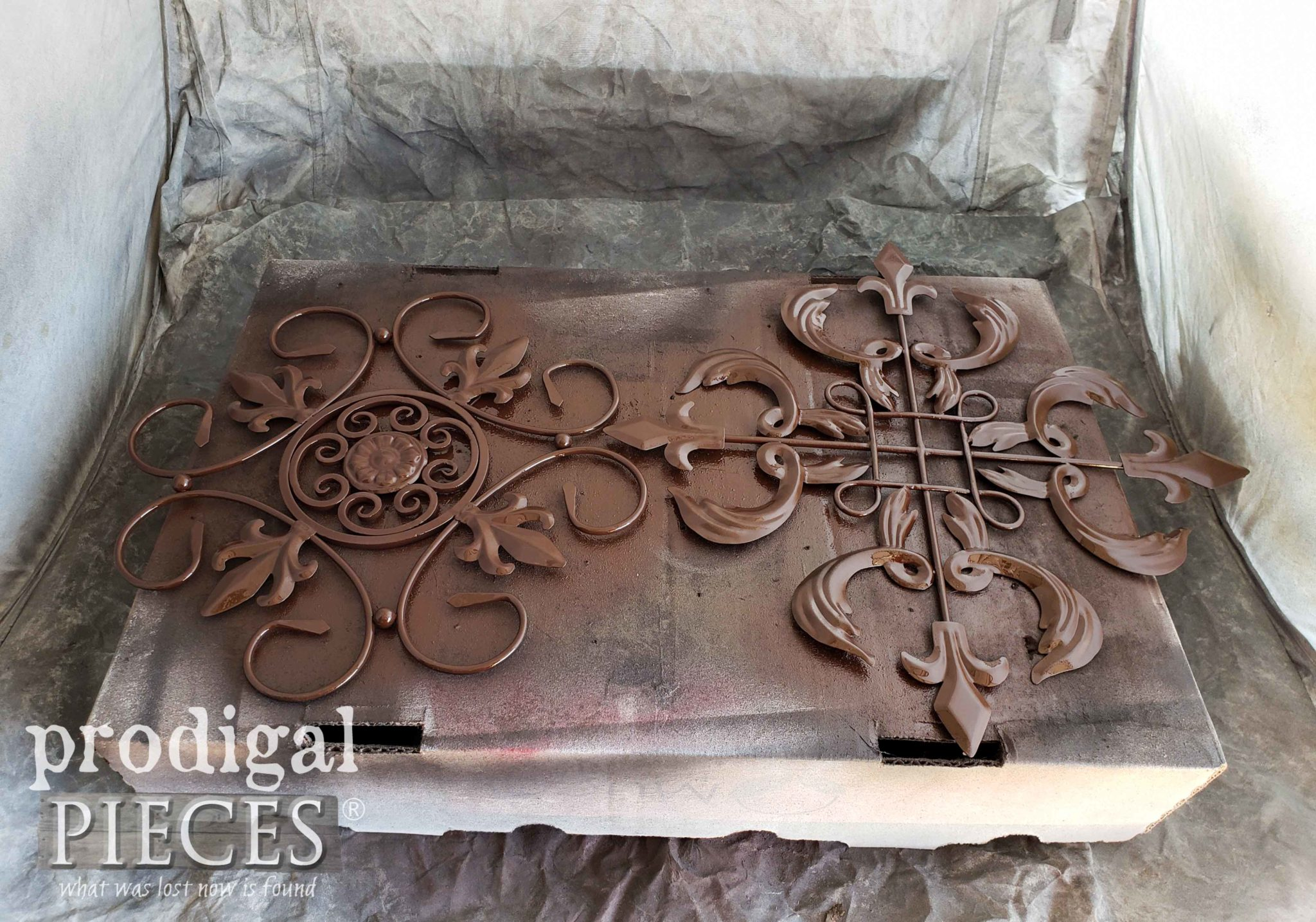 Spray Painted Metal Art for Farmhouse Wall Decor | prodigalpieces.com