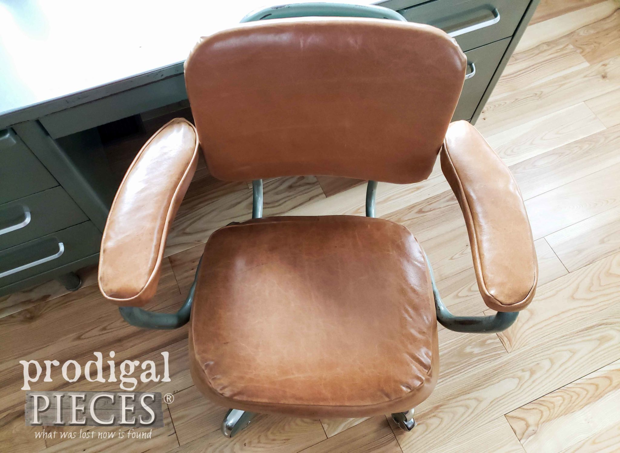 Vintage Industrial Leather Desk Chair with Video Tutorial by Larissa of Prodigal Pieces | prodigalpieces.com #prodigalpieces #diy #furniture #vintage #home #retro #homedecor