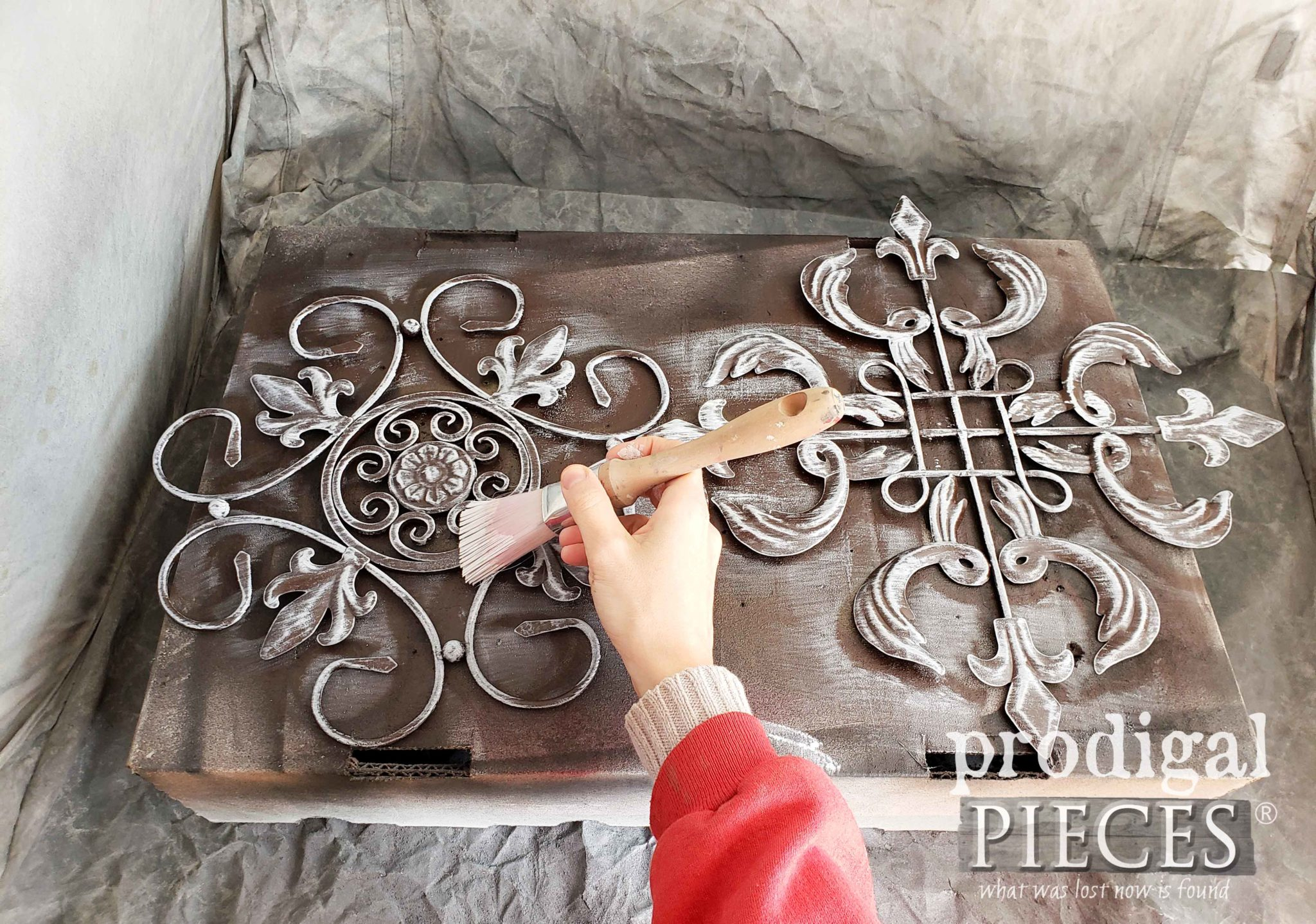 Whitewashing Metal Art for Farmhouse Wall Decor by Prodigal Pieces | prodigalpieces.com