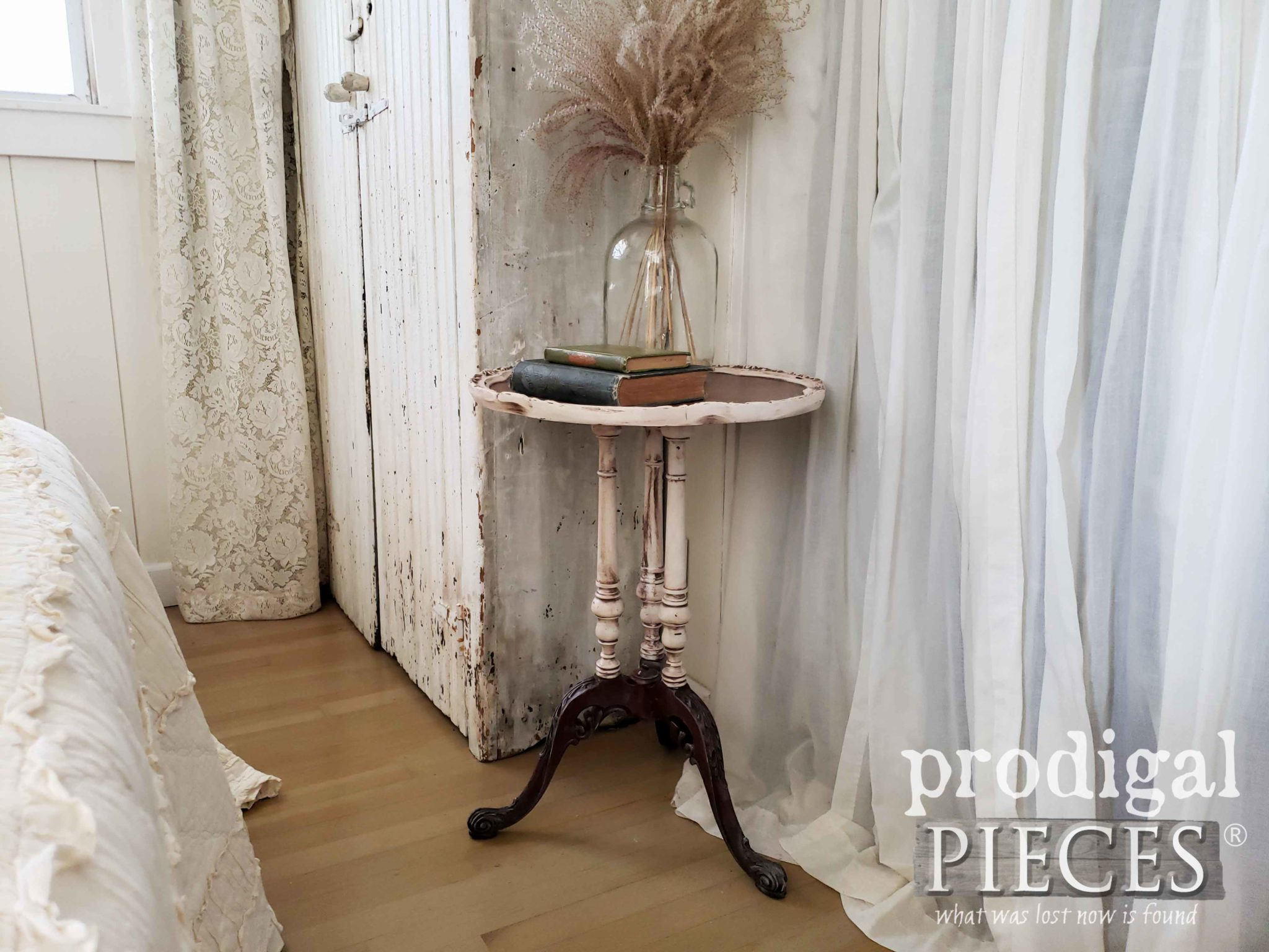 Gorgeous Antique Pie Crust Table Rescued from the Curb & Restored by Larissa of Prodigal Pieces | prodigalpieces.com #prodigalpieces #diy #furniture #home #homedecor #farmhouse