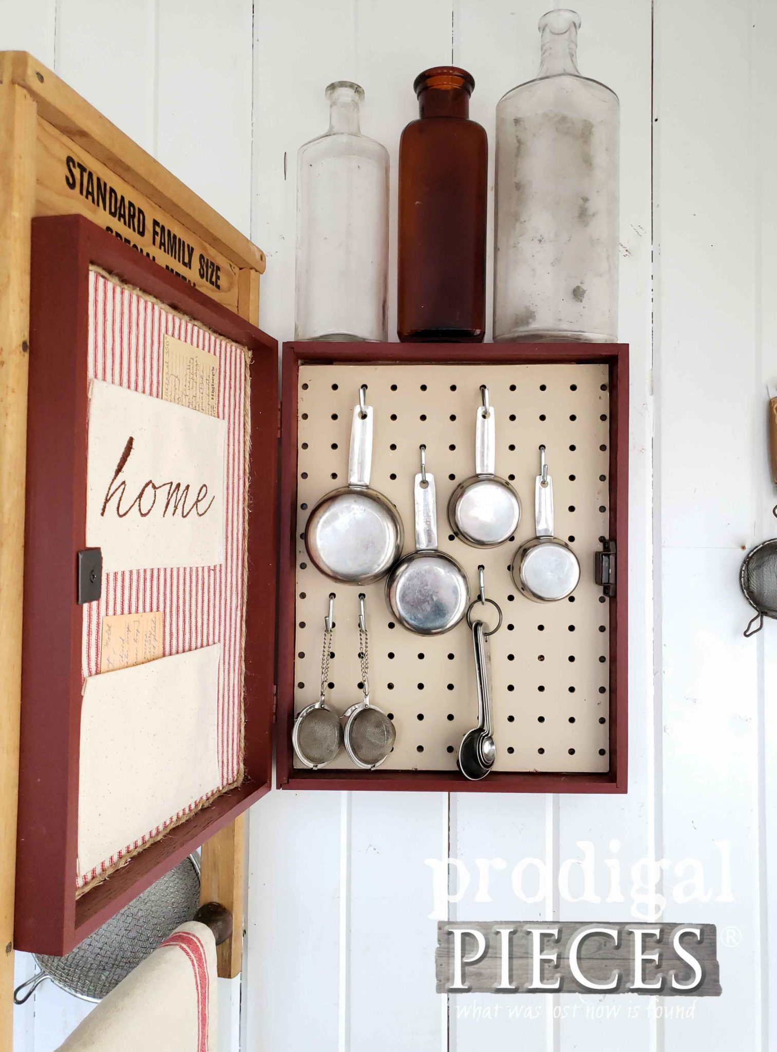 Farmhouse Kitchen Storage Using and Upcycled Washboard and Silverware Box to Create Wall Art | by Larissa of Prodigal Pieces | prodigalpieces.com #prodigalpieces #handmade #diy #home #farmhouse #vintage #homedecor