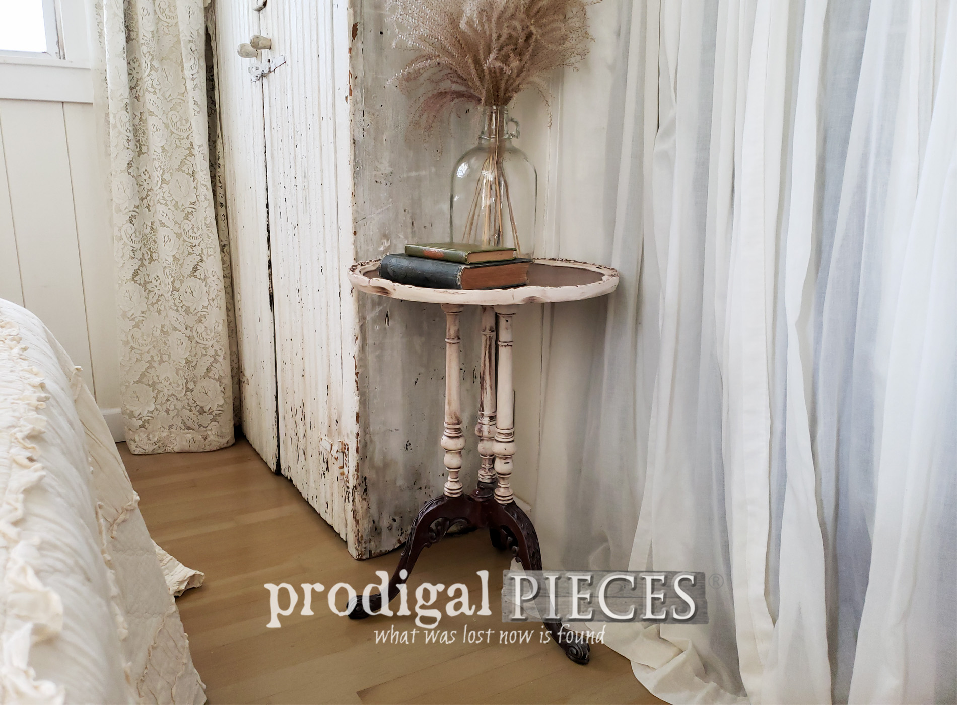 Featured Antique Pie Crust Table Rescued from the Curb and Restored to a New Glory | by Larissa of Prodigal Pieces | prodigalpieces.com #prodigalpieces #diy #furniture #home #homedecor #farmhouse