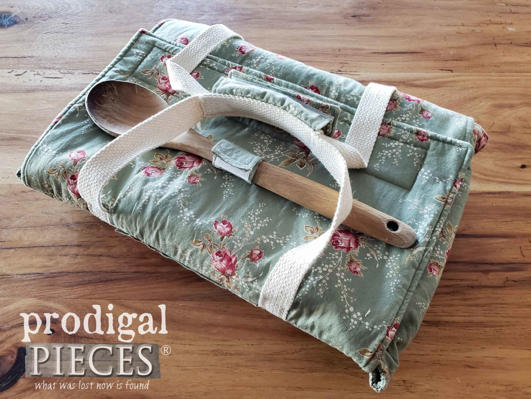 DIY Insulated Lunch Bag from Upcycled Skirt - Prodigal Pieces