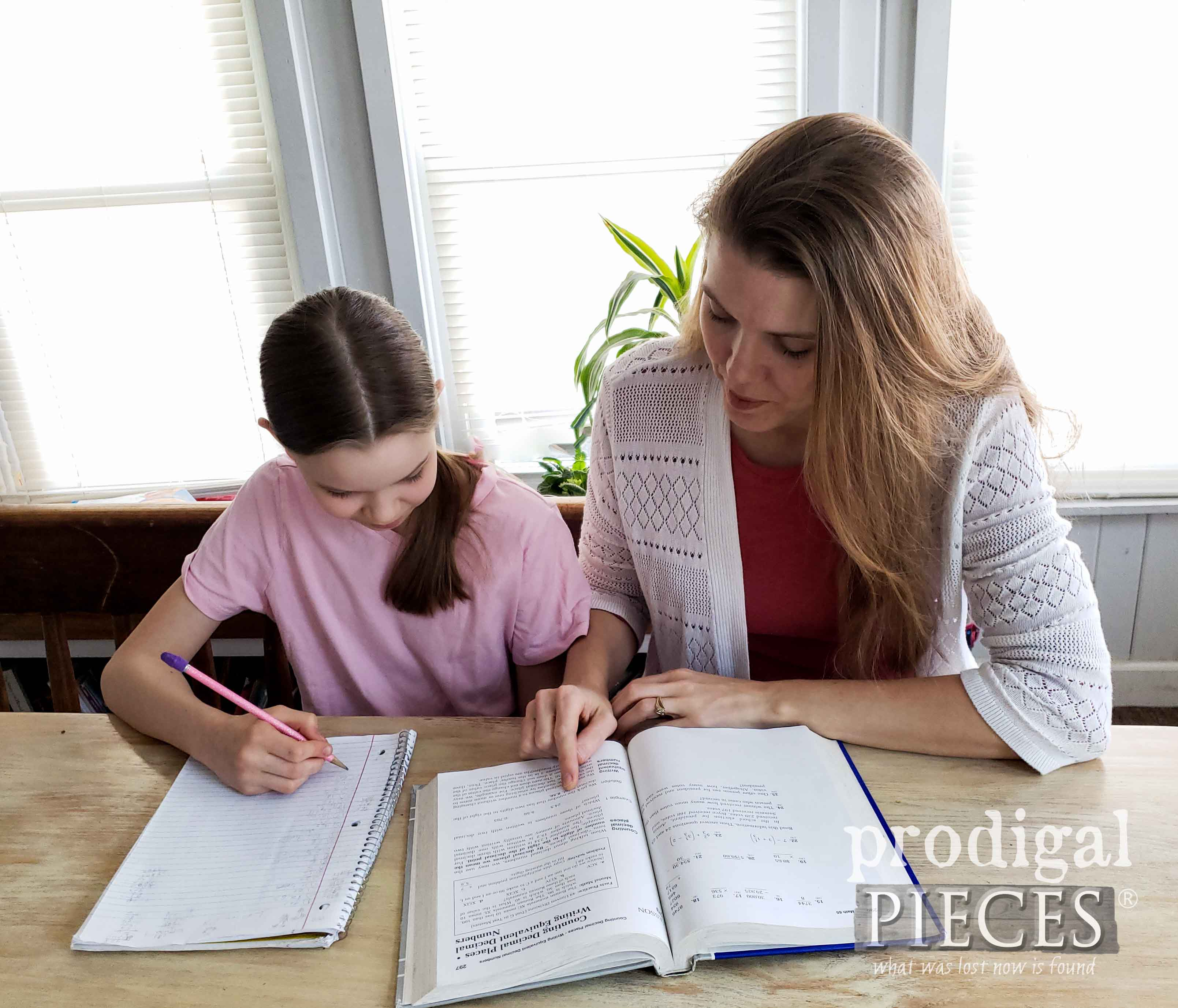 Larissa of Prodigal Pieces homeschooling her children | prodigalpieces.com #prodigalpieces #homeisthekey #home