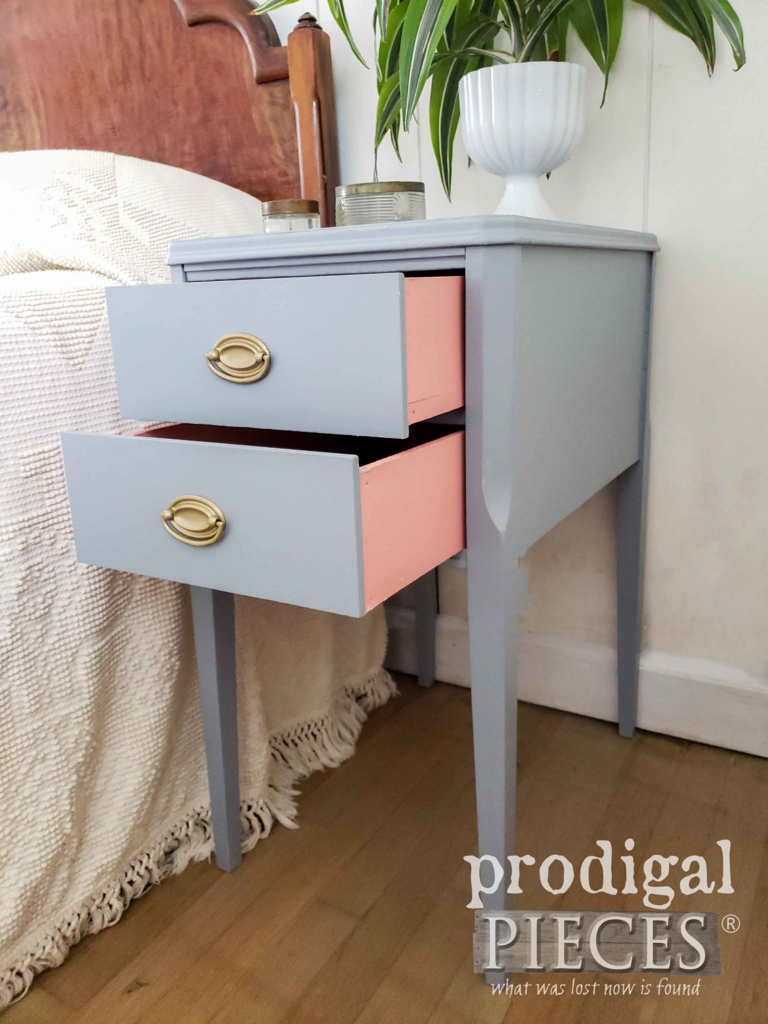 Vintage Nightstand with Open Peek-a-Boo Drawers | Prodigal Pieces | prodigalpieces.com #prodigalpieces #diy #furniture #home #homedecor #vintage