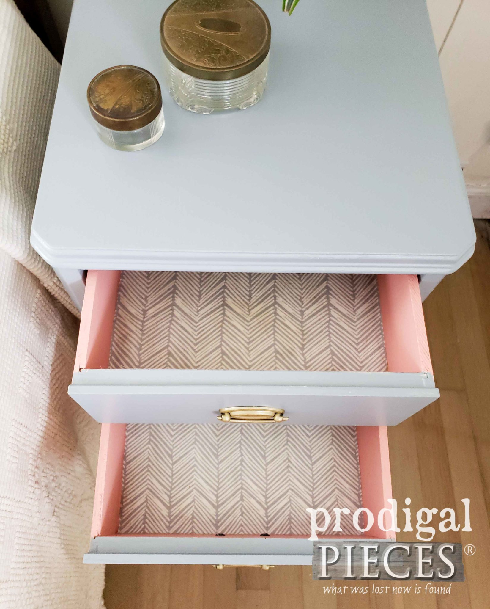 Fabric Lined Open Drawers of Vintage Mid Century Modern Nightstand by Larissa of Prodigal Pieces | prodigalpieces.com #prodigalpieces #diy #home #homedecor #furniture