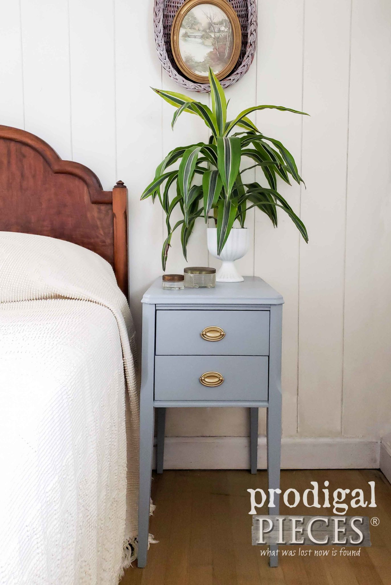 Vintage Mid Century Nightstand Found Curbside is Given New Life by Larissa of Prodigal Pieces | prodigalpieces.com #prodigalpieces.com #furniture #home #homedecor #diy #vintage