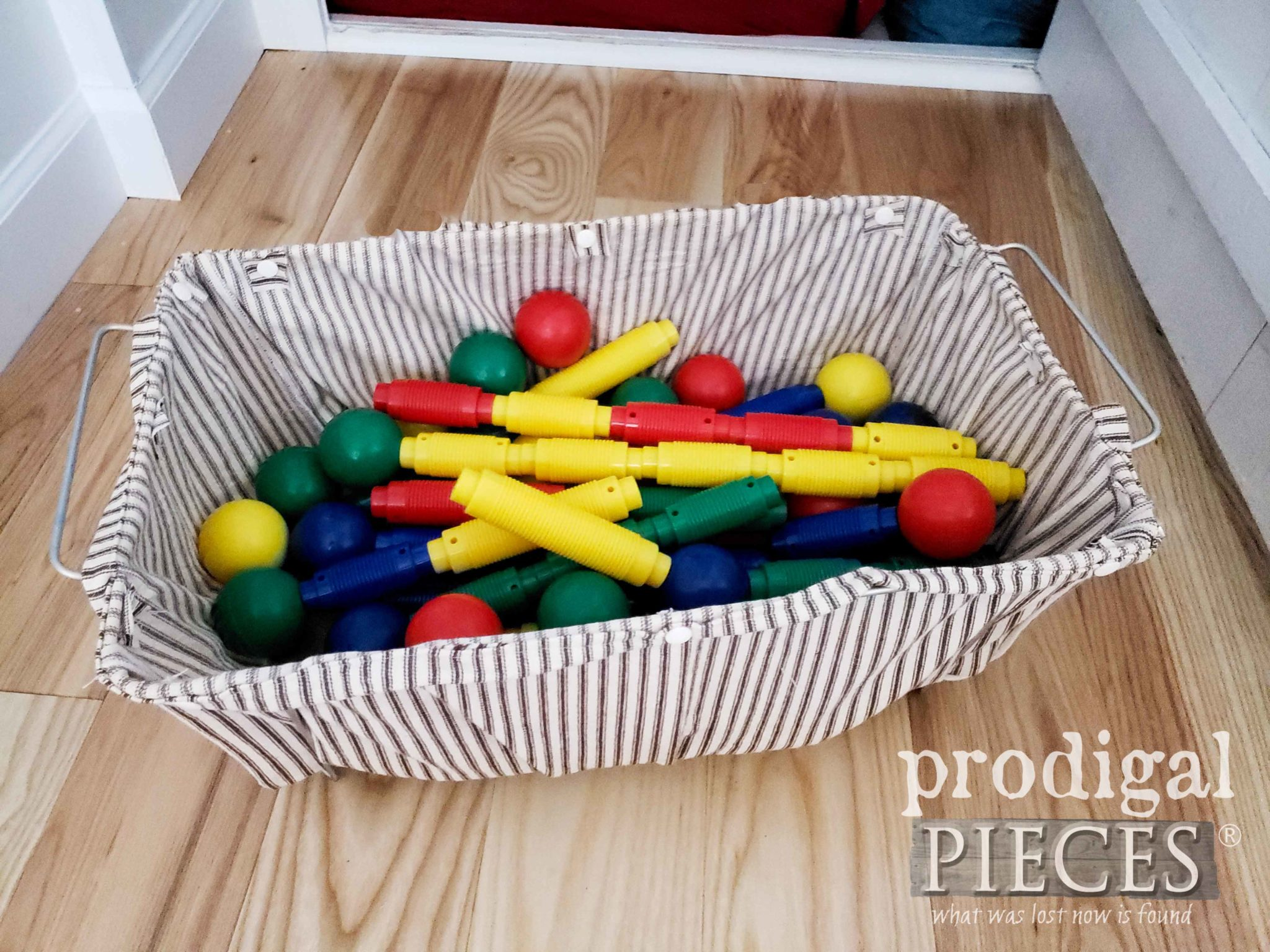 Wire Basket Liner ~ DIY Storage by Larissa of Prodigal Pieces | prodigalpieces.com #prodigalpieces #diy #storage #home #homedecor #handmade #farmhouse