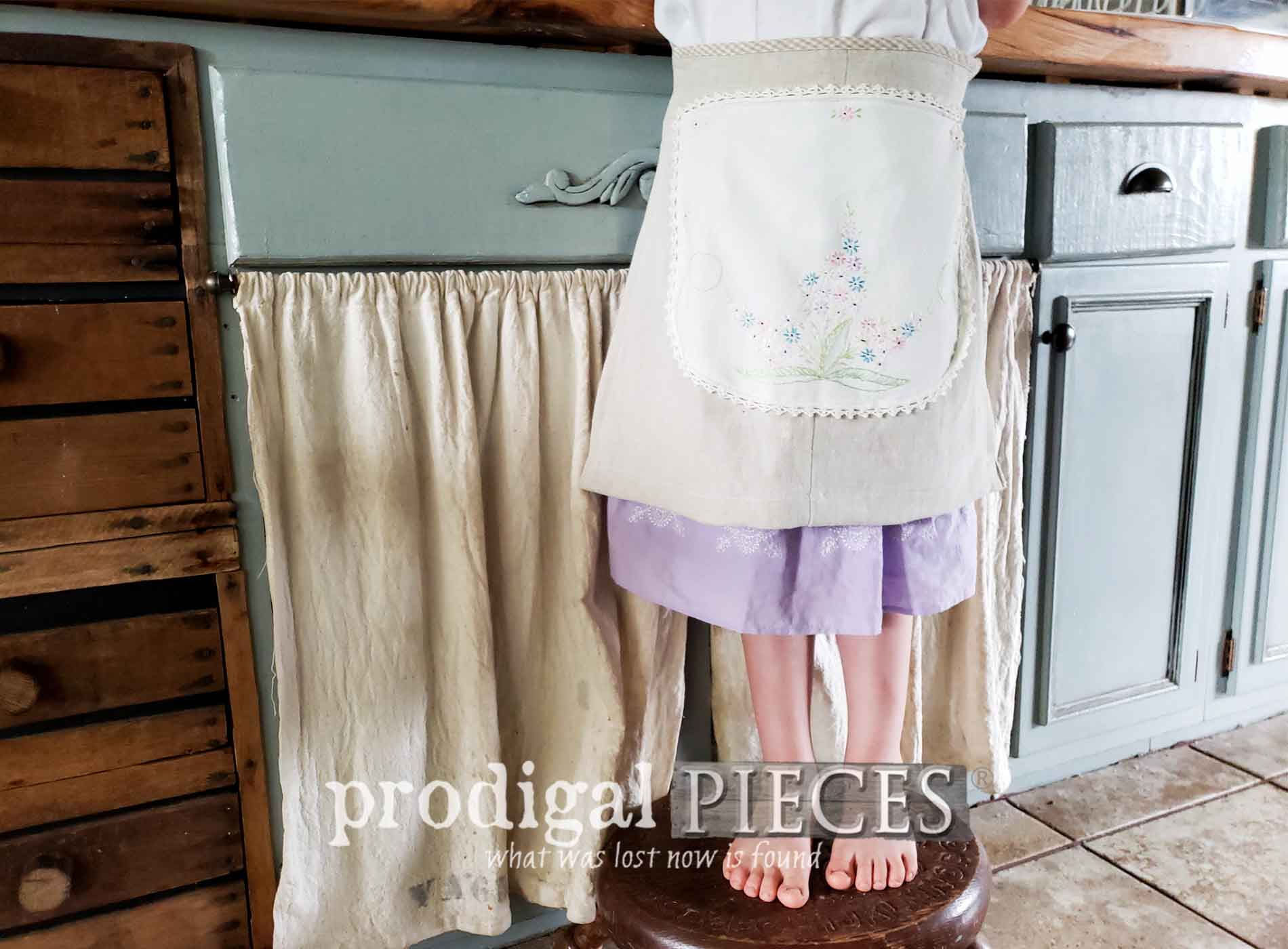Featured DIY Child's Apron Video Tutorial by Larissa of Prodigal Pieces | Head to prodigalpieces.com #prodigalpieces #sewing #fashion #kids #diy #tutorial