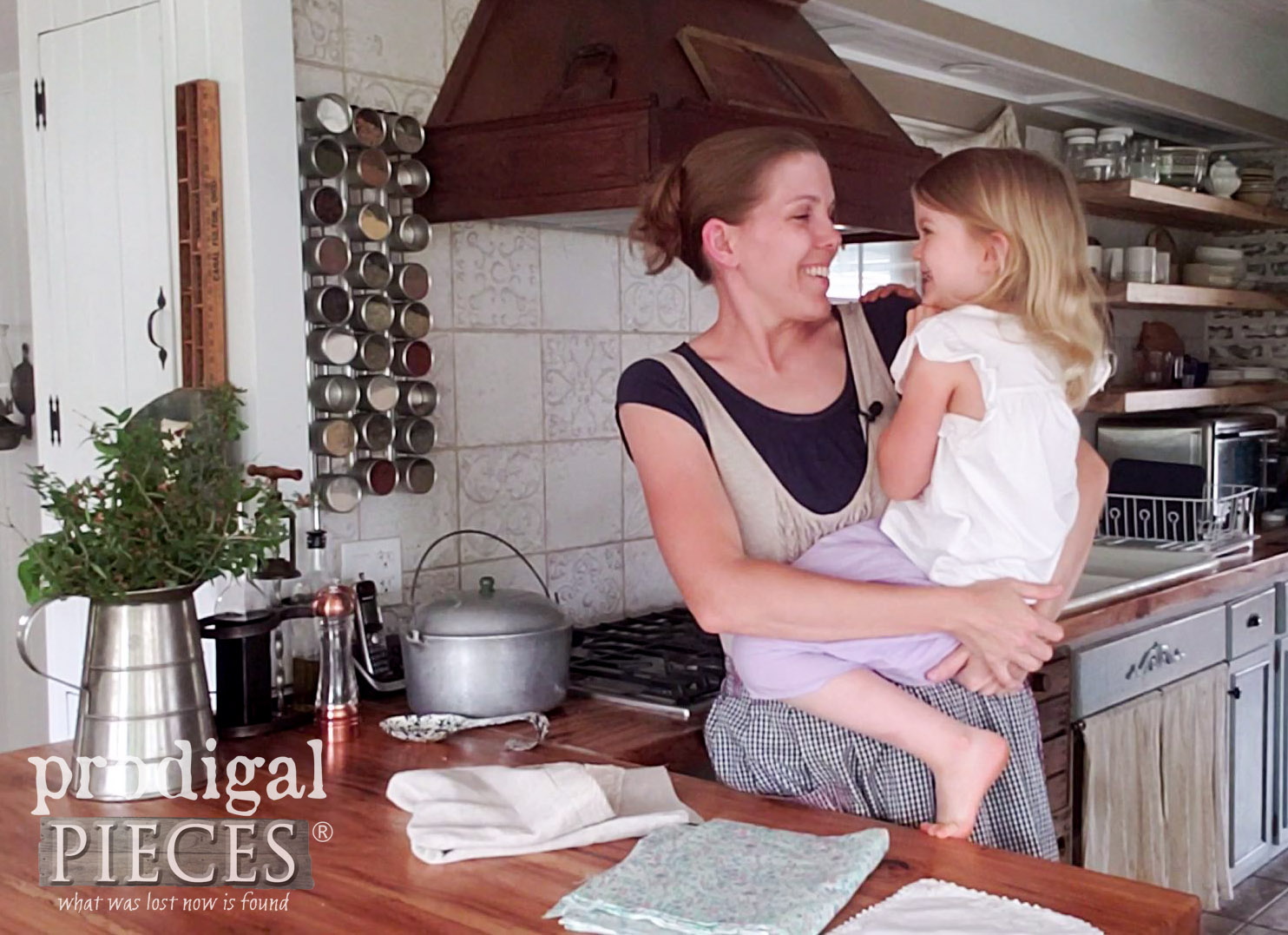 Happy Mama and Daughter | Larissa of Prodigal Pieces | prodigalpieces.com #prodigalpieces #family