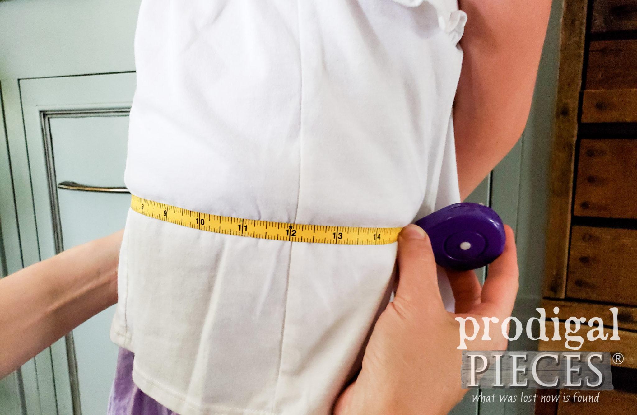 Measuring for Child's Apron | prodigalpieces.com #prodigalpieces