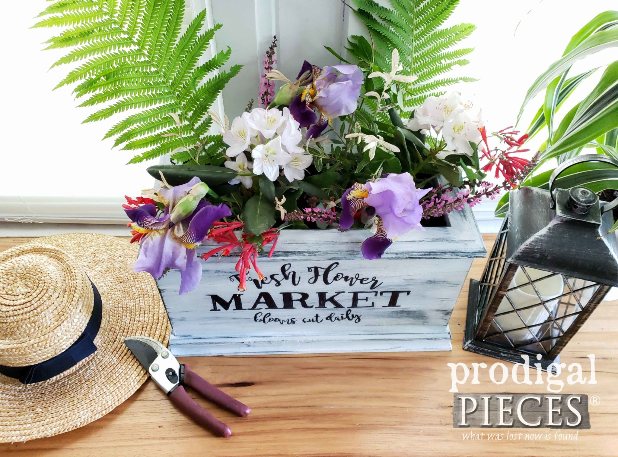 Repurposed Footboard Made into a Flower Planter by Larissa of Prodigal Pieces | prodigalpieces.com #prodigalpieces #diy #handmade #flowers #homedecor #garden