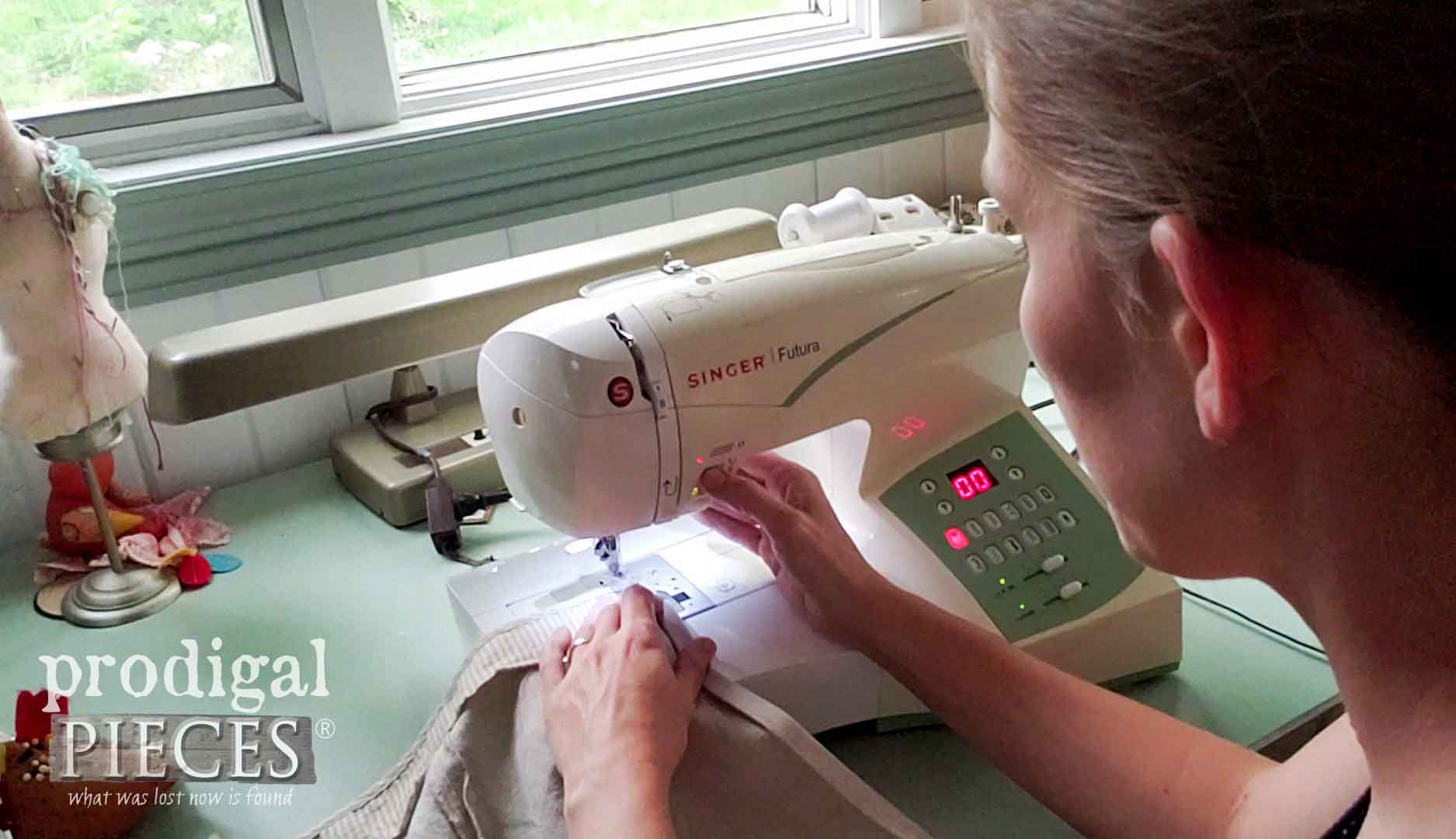 Larissa of Prodigal Pieces Sewing DIY Child's Apron | prodigalpieces.com