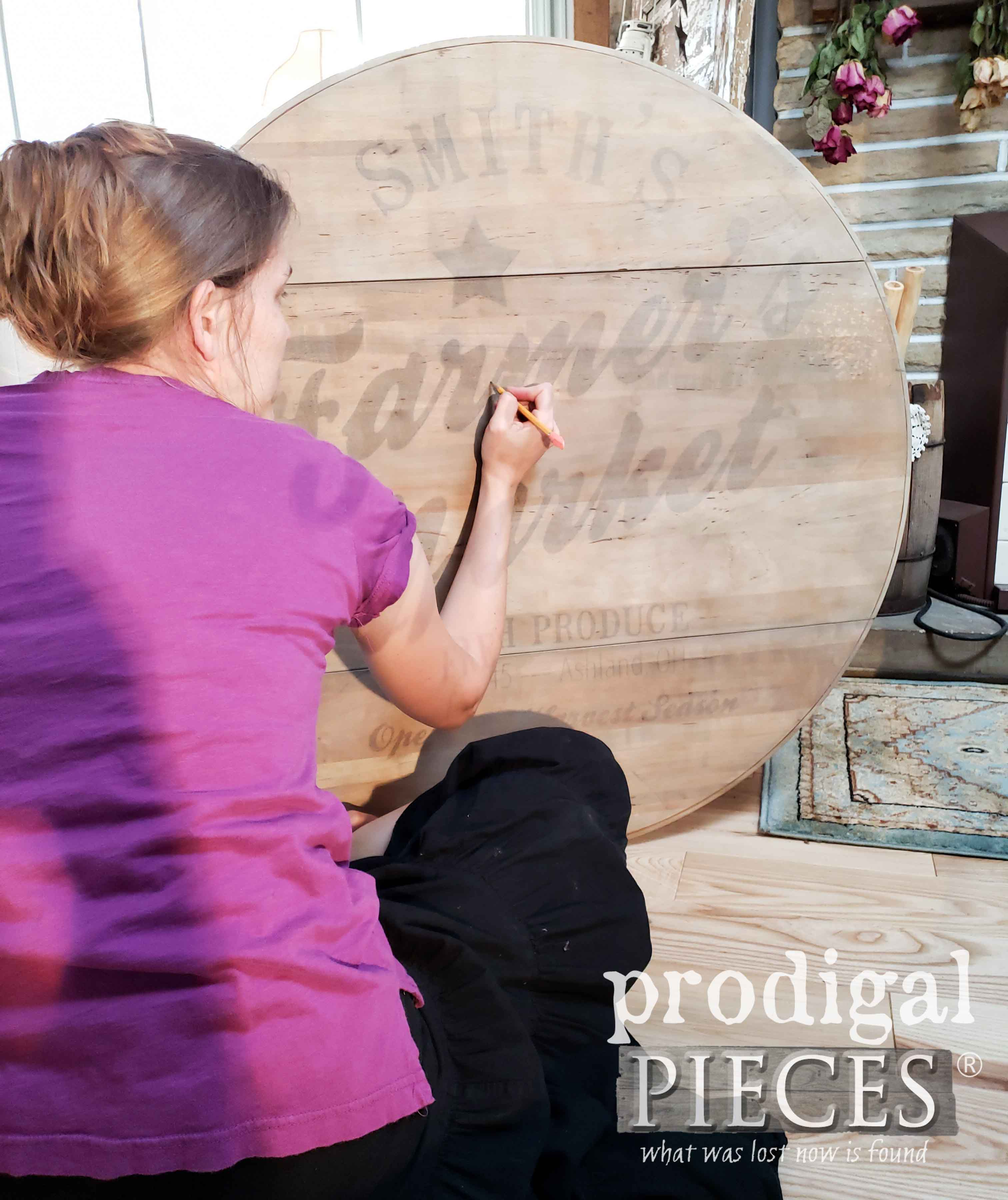 Transferring Typography Image onto Table with Overhead Projector   by Larissa at Prodigal Pieces   prodigalpieces.com #prodigalpieces #diy #furniture
