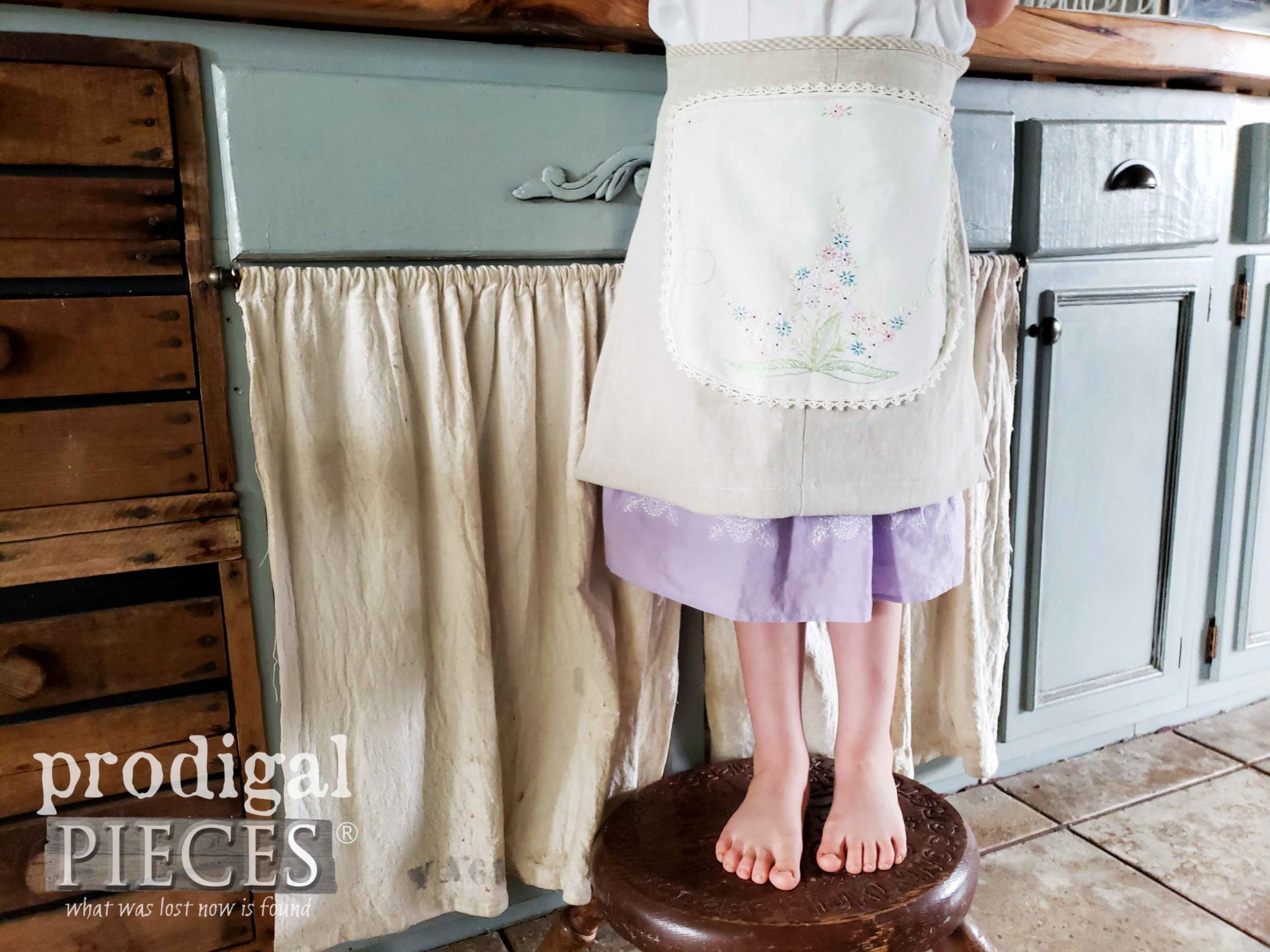 Vintage Embroidery Child's Linen Apron Created by Larissa of Prodigal Pieces | Video tutorial at prodigalpieces.com #prodigalpieces #diy #handmade #sewing #fashion #kids #vintage