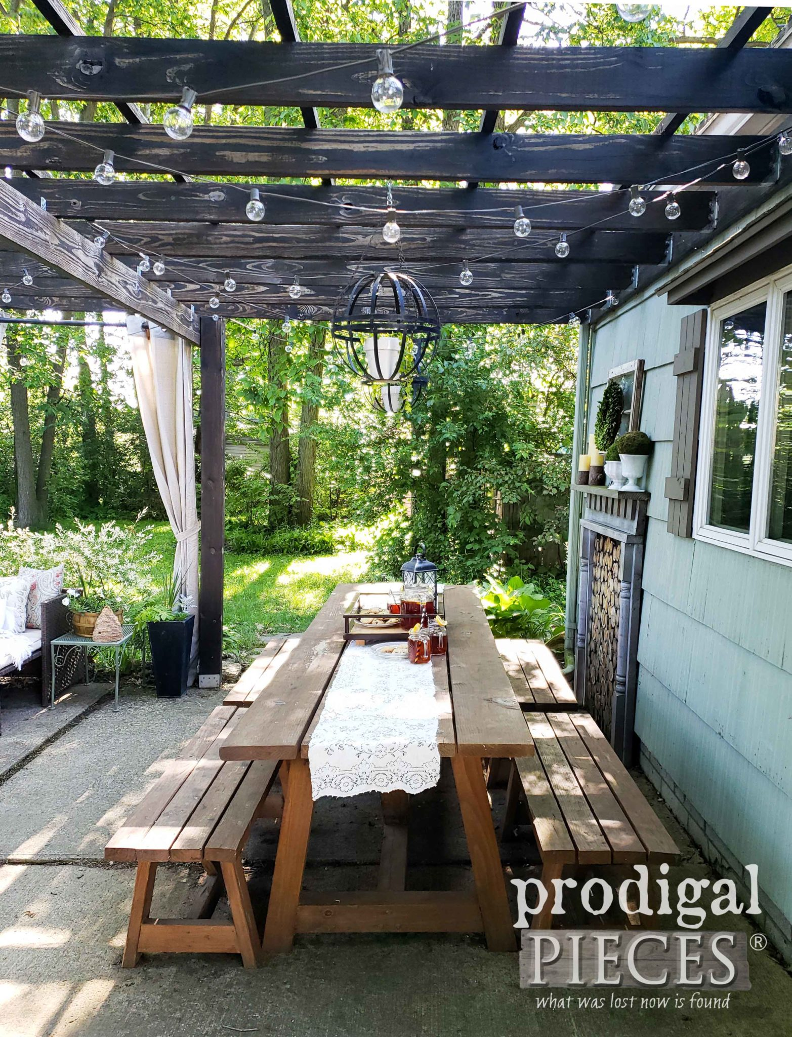 Farmhouse Style Patio Decor created from upcycled materials by Larissa of Prodigal Pieces | prodigalpieces.com #prodigalpieces #diy #home #homedecor #patio #outdoor