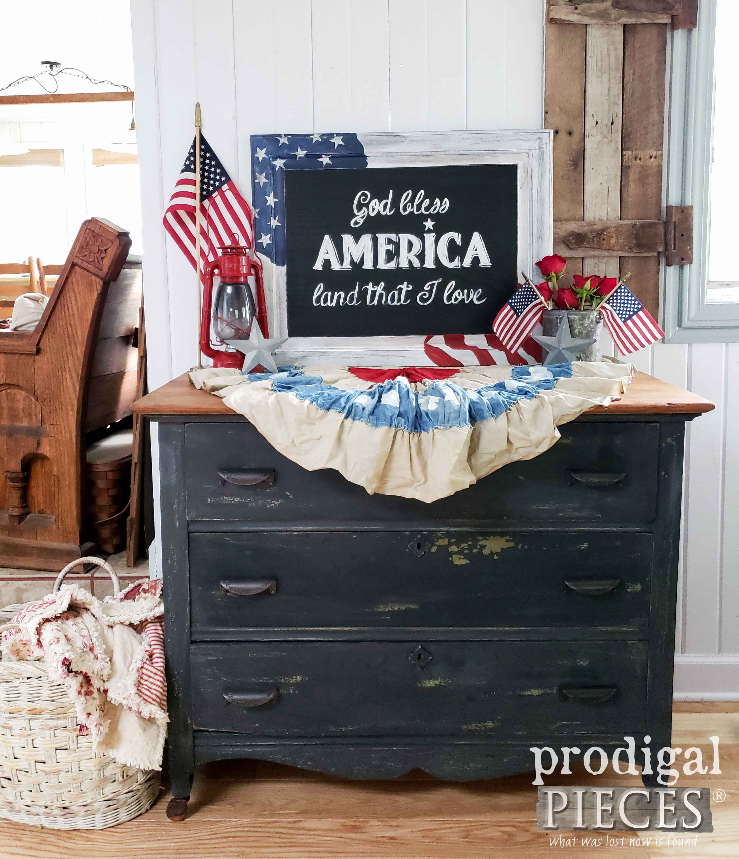 Farmhouse Style 4th of July Decor by Larissa of Prodigal Pieces | prodigalpieces.com #prodigalpieces #farmhouse #diy #home #homedecor #4thofjuly
