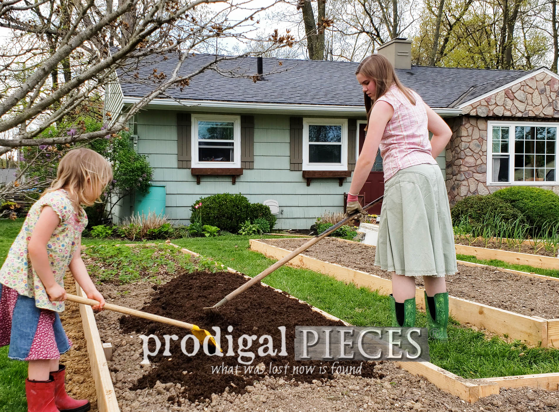 Featured DIY Raised Bed Garden for City or Country Folk | Plus Gardening Tips & Video Tour at Prodigal Pieces | prodigalpieces.com #prodigalpieces #diy #home #garden #outdoor #flowers #food