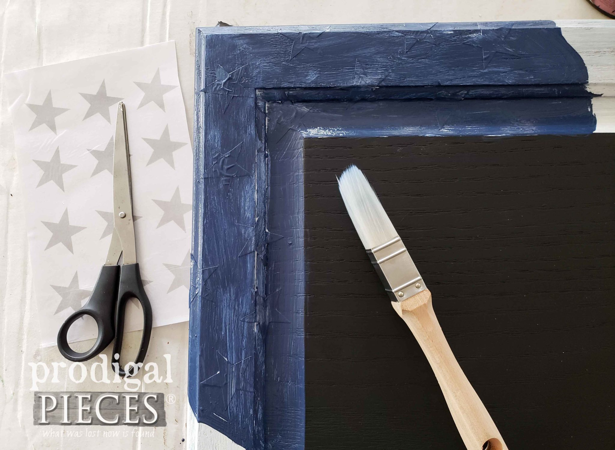 Painting Blue Star Field on this DIY 4th of July Sign by Larissa of Prodigal Pieces | prodigalpieces.com