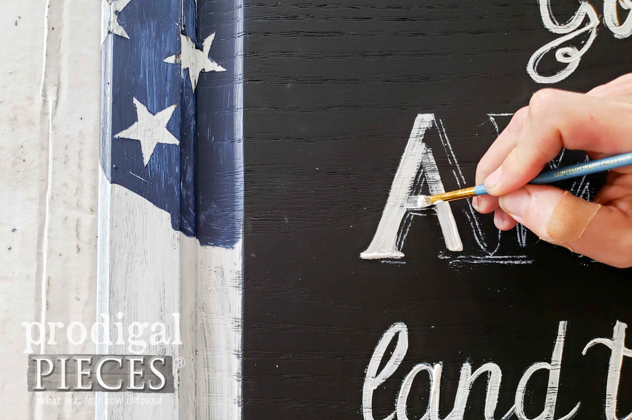 Hand-Painting Typography on DIY 4th of July Sign by Larissa of Prodigal Pieces | prodigalpieces.com #prodigalpieces #diy #home #4thofjuly #homedecor