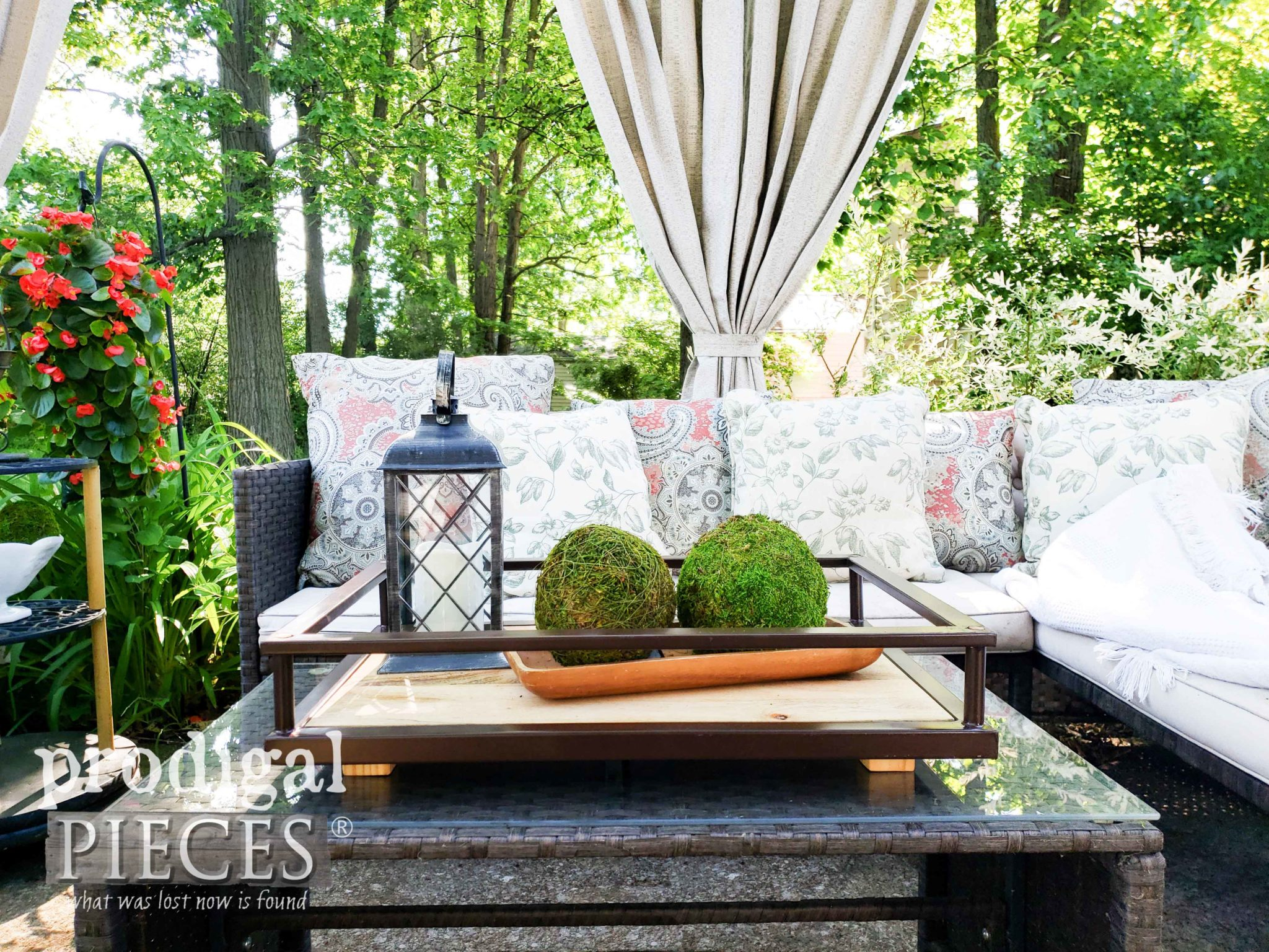 Reclaimed Patio Decor with Upcycled Serving Trays from Bar Cart Serving Trays by Larissa of Prodigal Pieces | prodigalpieces.com #prodigalpieces #diy #home #homedecor #outdoor #patio