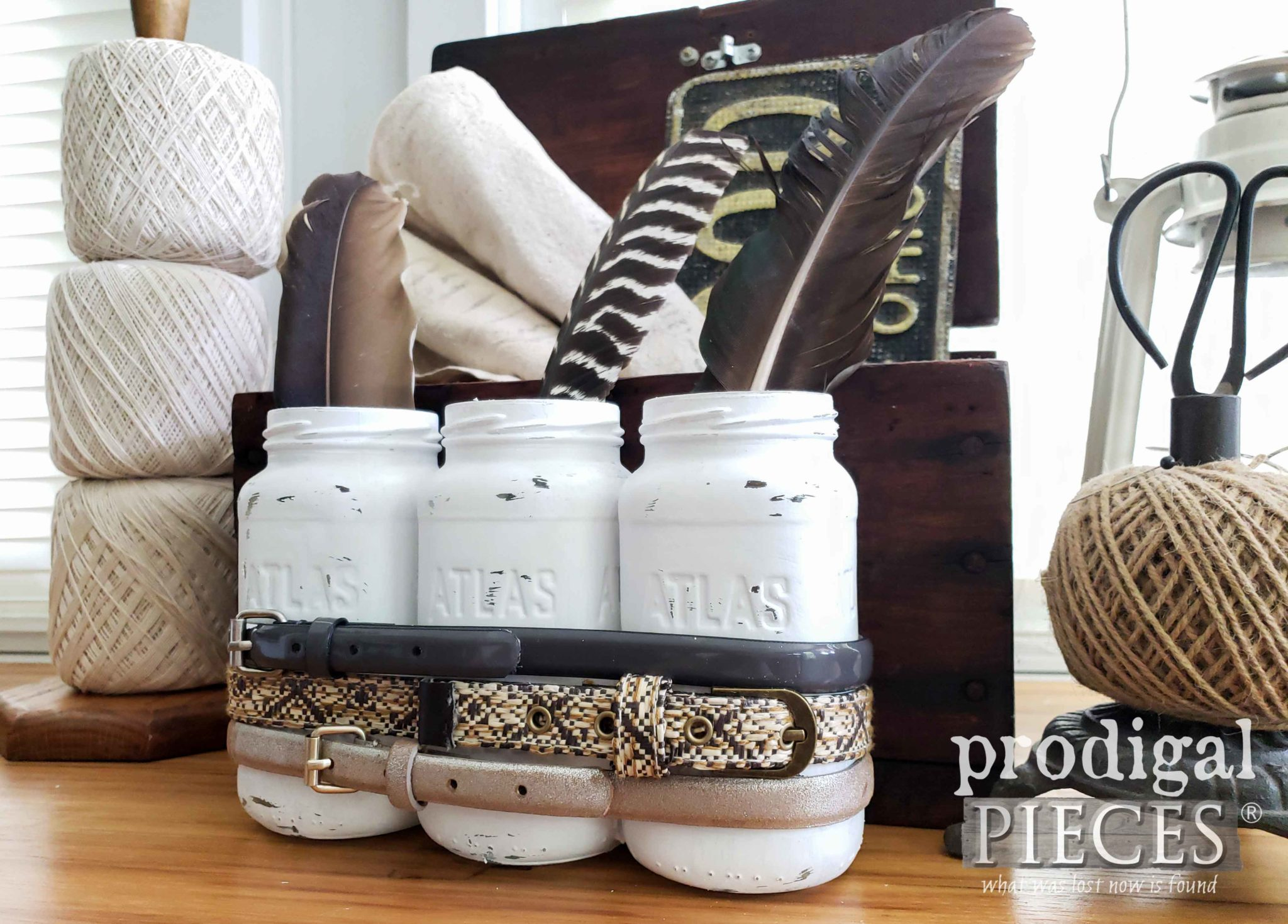 Rustic Chic DIY Decor by Larissa of Prodigal Pieces | prodigalpieces.com #prodigalpieces #farmhouse #diy #home #homedecor