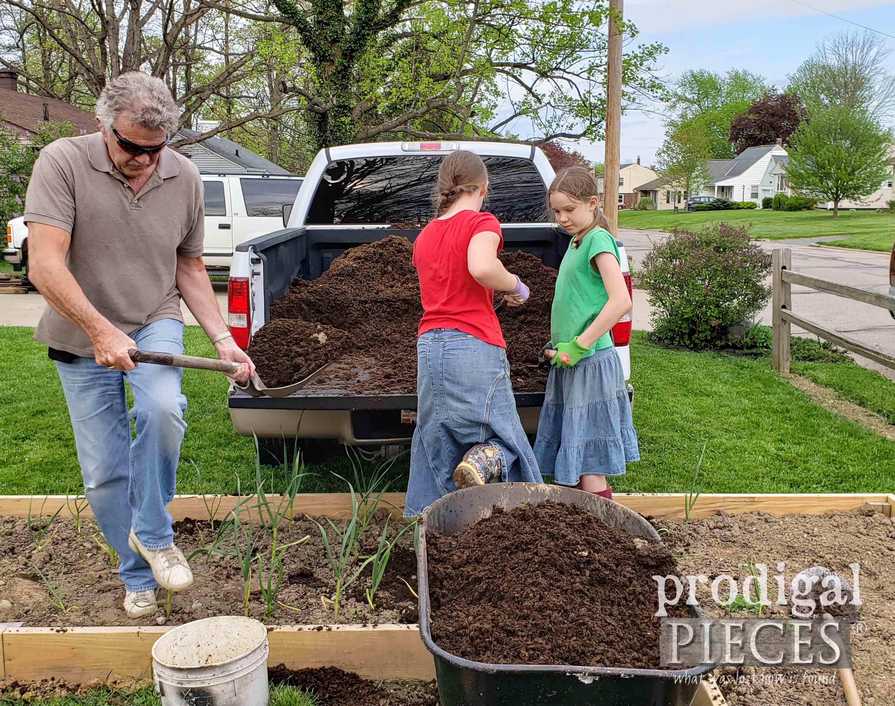 Spreading Garden Manure for a Flourishing Garden | prodigapieces.com #prodigalpieces