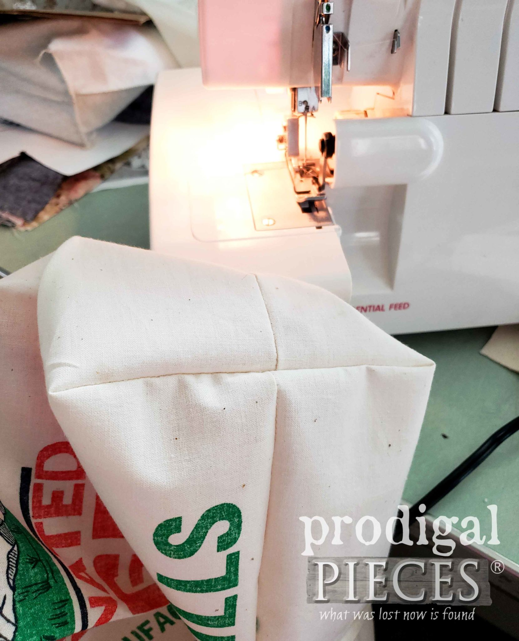 Boxed Corners of Feed Sack Tote Bag as shared by Larissa of Prodigal Pieces | prodigalpieces.com #prodigalpieces