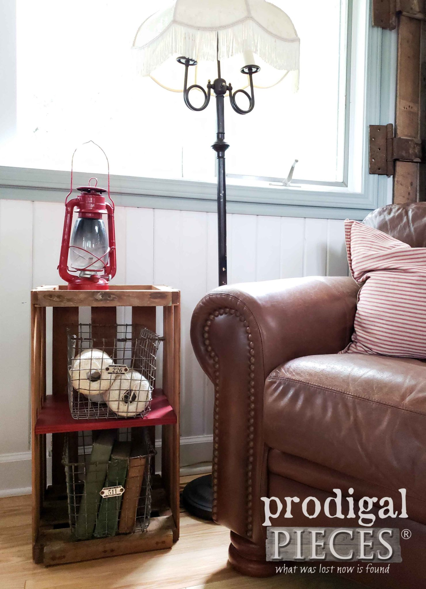 Cozy Farmhouse Style Decor using Flea Market Finds by Larissa of Prodigal Pieces | prodigalpieces.com #prodigalpieces #diy #home #farmhouse #homedecor