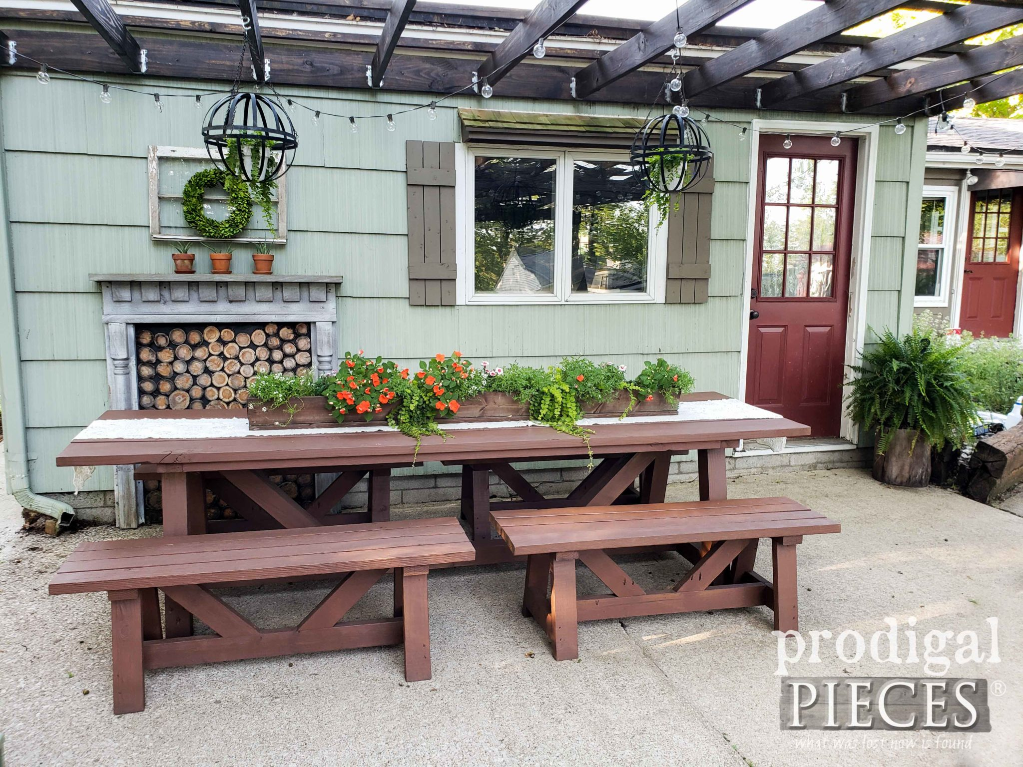 DIY Patio Furniture Update with the HomeRight Super Finish Max Sprayer by Larissa of Prodigal Pieces | prodigalpieces.com #prodigalpieces #diy #home #homedecor #patio #outdoor