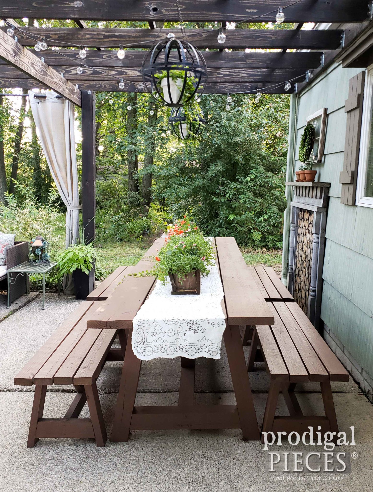 DIY Patio with Updated Outdoor Furniture with Tutorial by Larissa of Prodigal Pieces | prodigalpieces.com #prodigalpieces #diy #outdoor #patio #furniture #home #homedecor