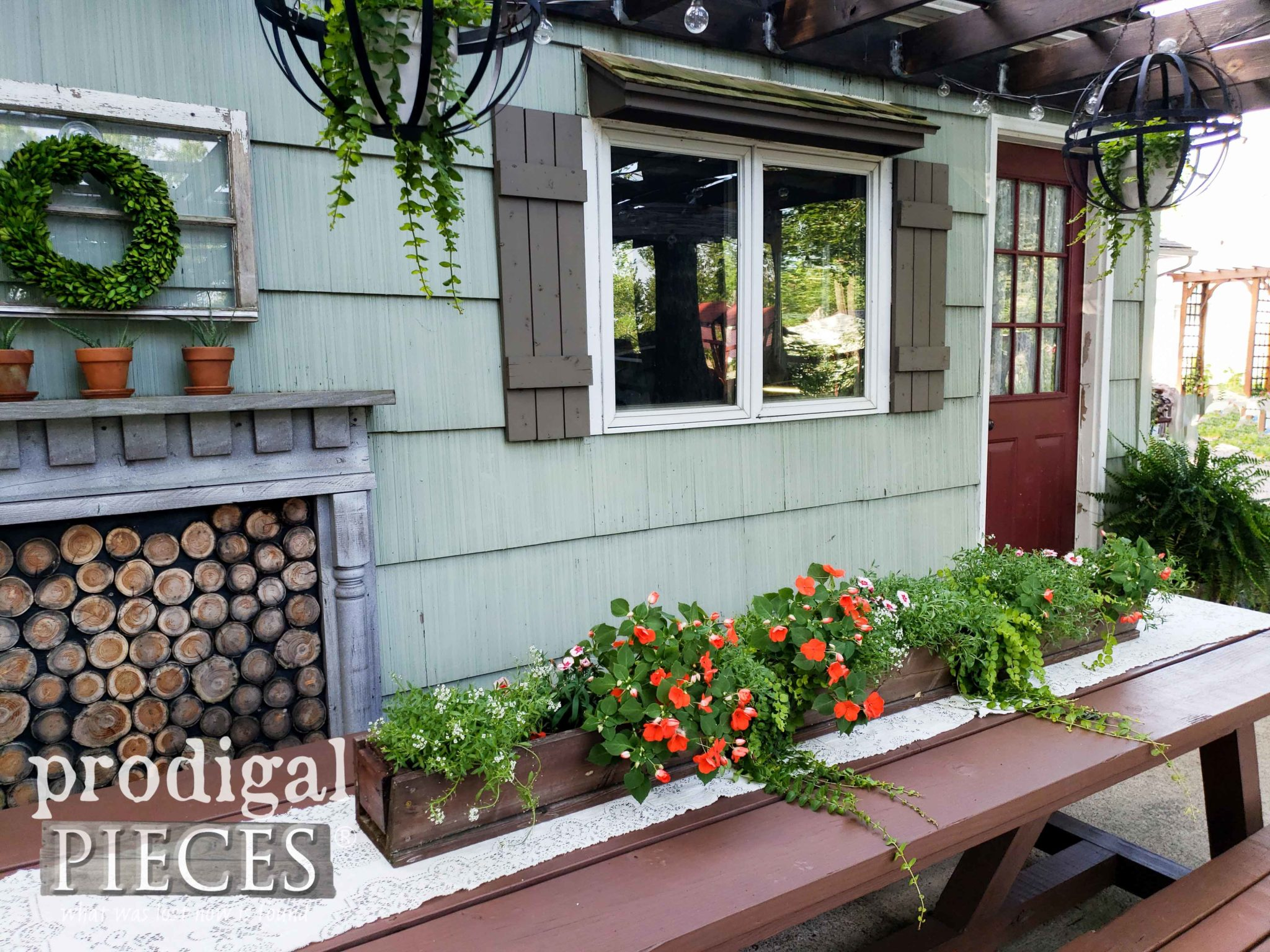 Farmhouse Style DIY Patio Decor by Larissa of Prodigal Pieces | prodigalpieces.com #prodigalpieces #diy #home #outdoor #patio #homedecor