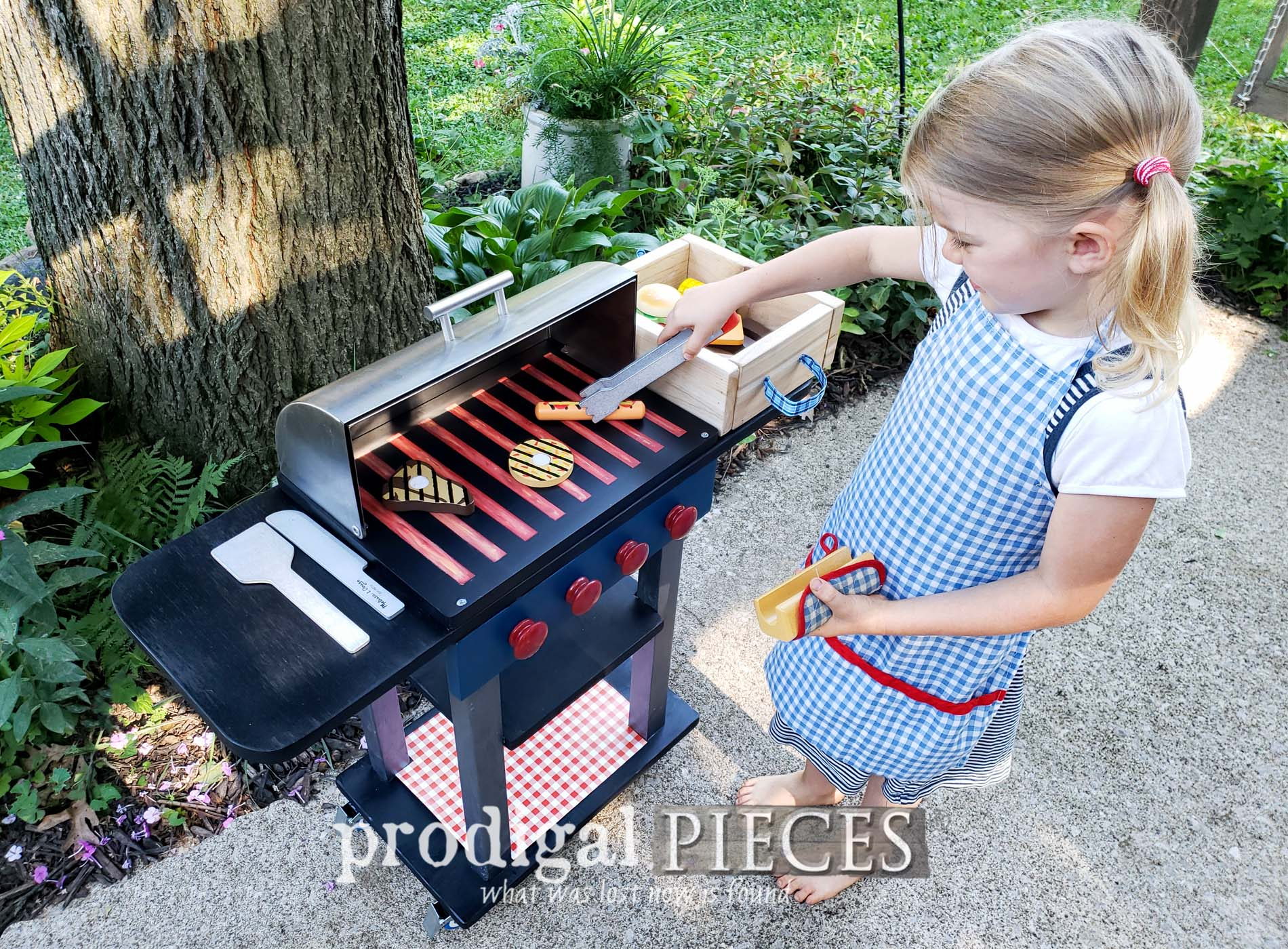 Featured Pretend Play Grill Set made from Upcycled Bread Box by Larissa of Prodigal Pieces | prodigalpieces.com #prodigalpieces #diy #kids #toys #pretendplay #home #homedecor #fun