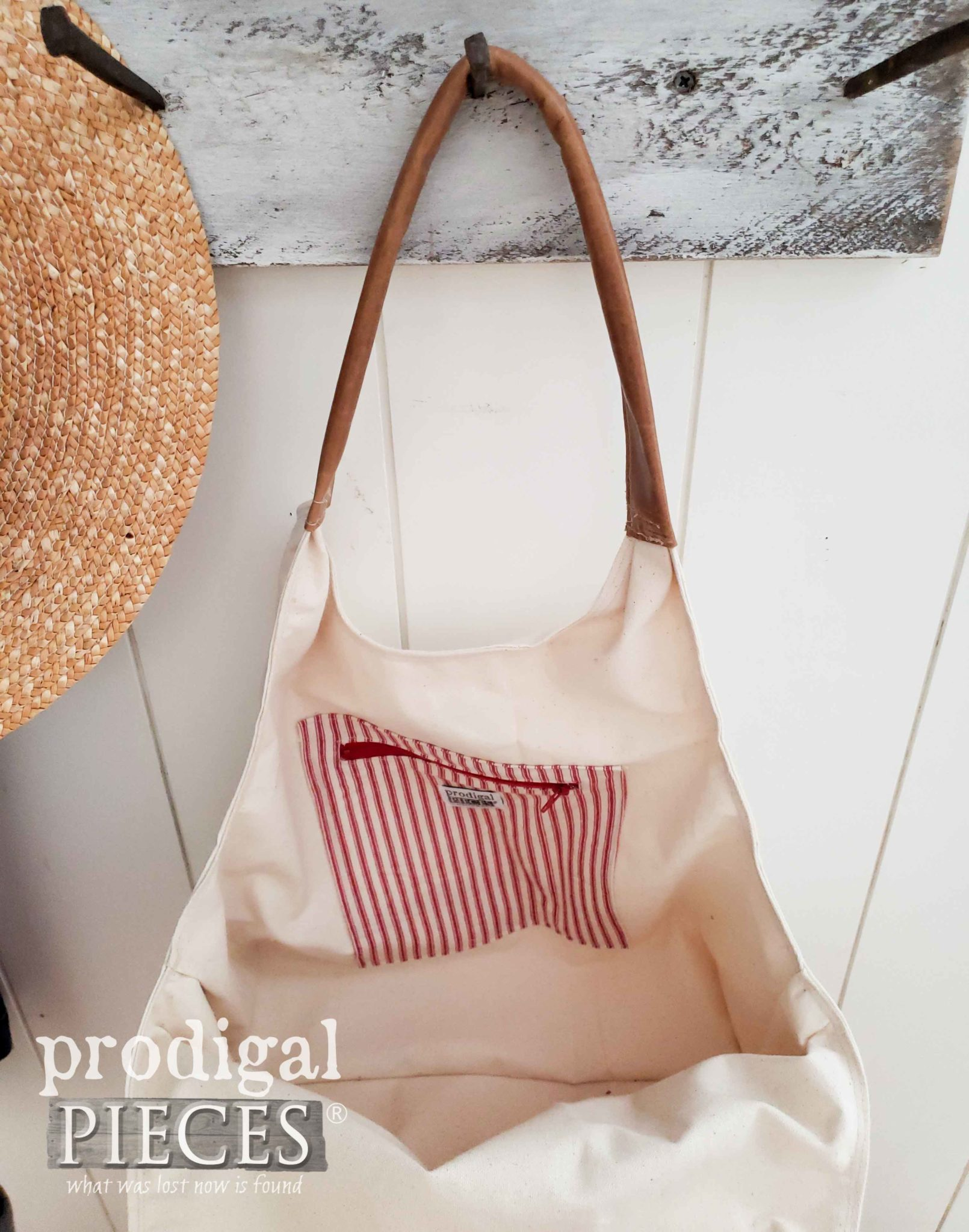 Inside Feed Sack Tote Bag with Ticking Pocket by Larissa of Prodigal Pieces | prodigalpieces.com #prodigalpieces #handmade #fashion #style #purse #farmhouse