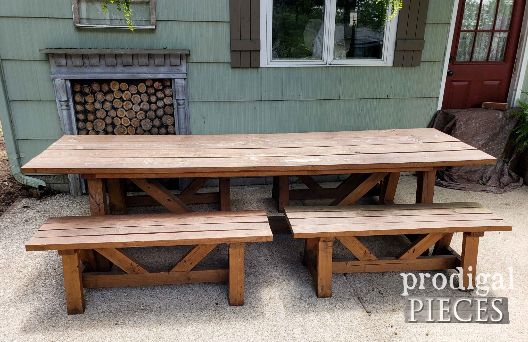 Patio Dining Table Set Before Makeover by Prodigal Pieces | prodigalpieces.com