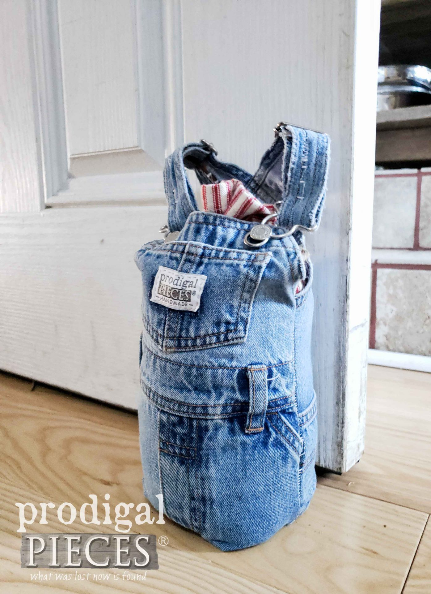 Denim Baby Bib DIY Doorstop created by Larissa of Prodigal Pieces | prodigalpieces.com #prodigalpieces #diy #home #homedecor #upcycle #refashion